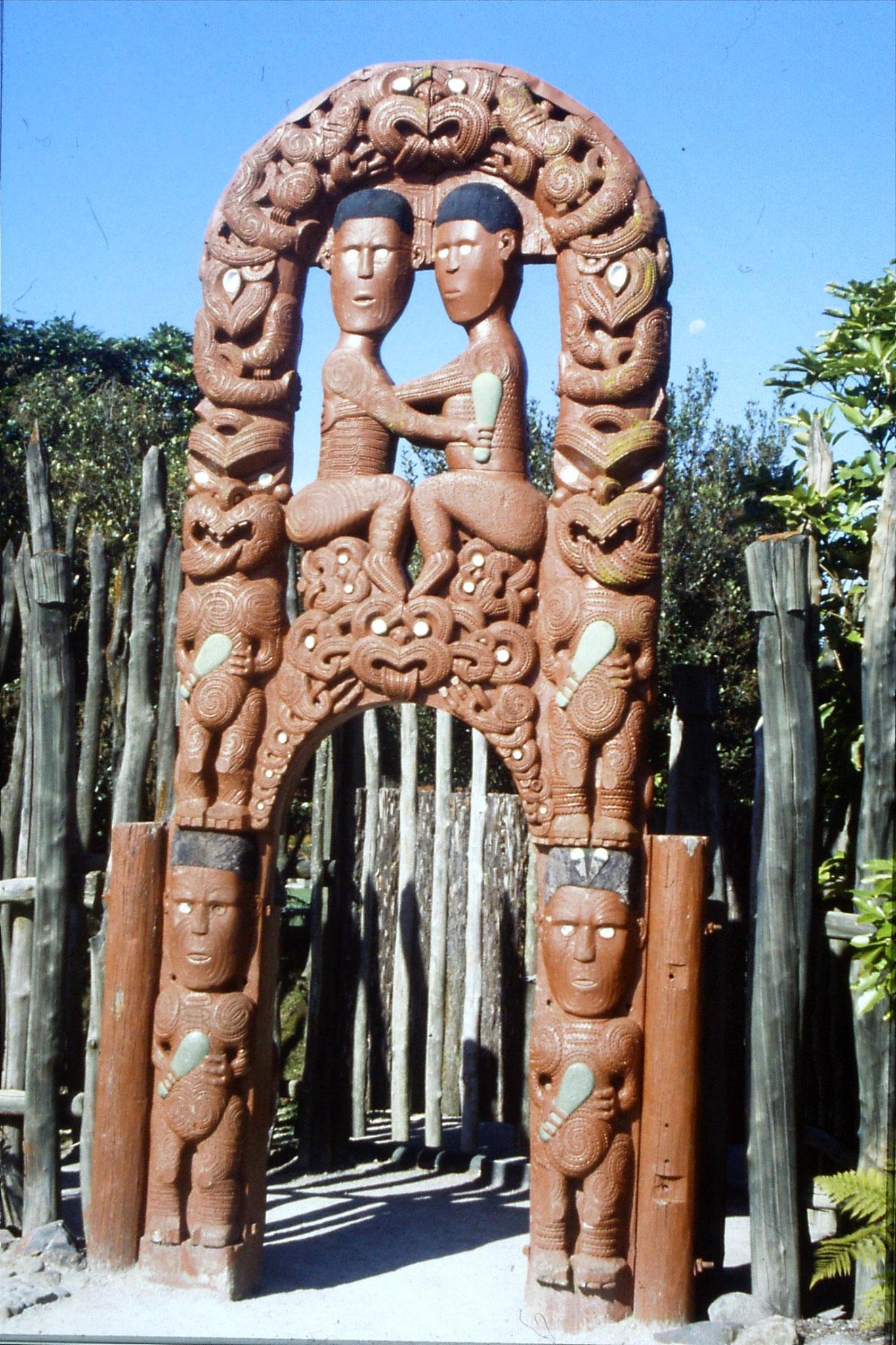 31/8/1990: 33: Rotorua Whakarewarewa