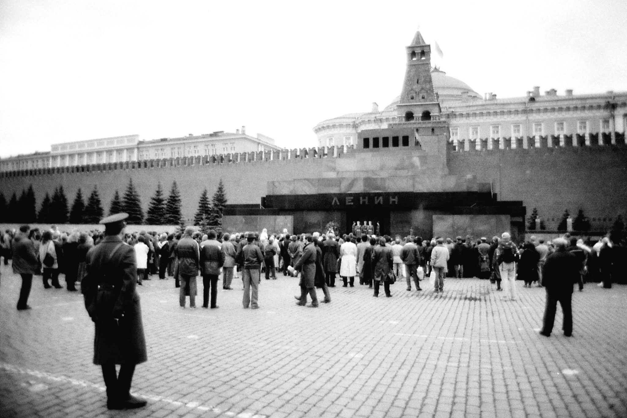 17/10/1988: 1: Lenin tomb - 3pm changing guard