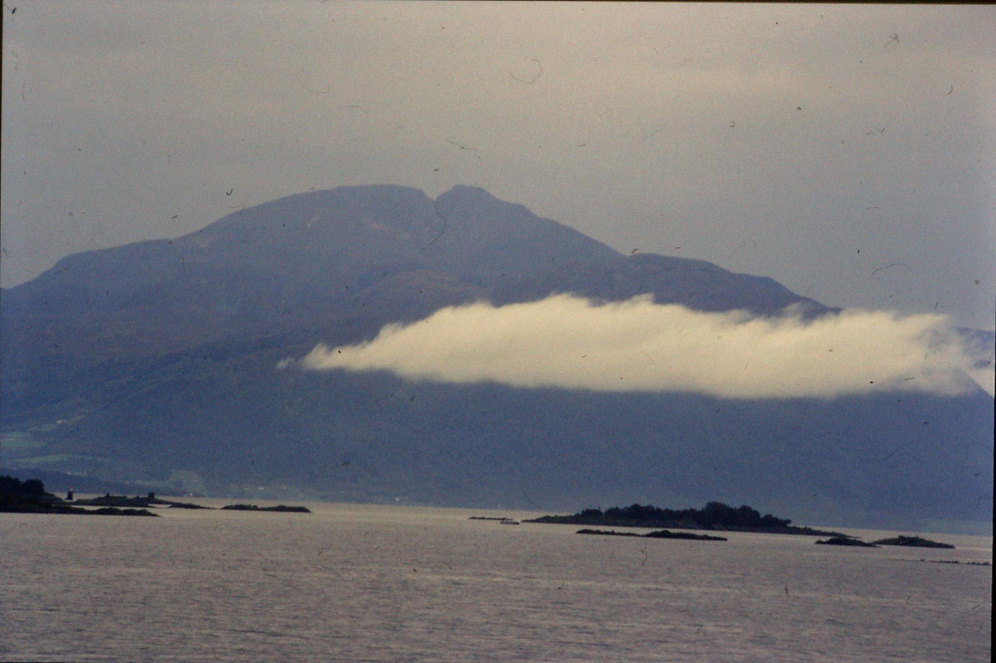 22/9/1988: 17: scenery Molde harbour