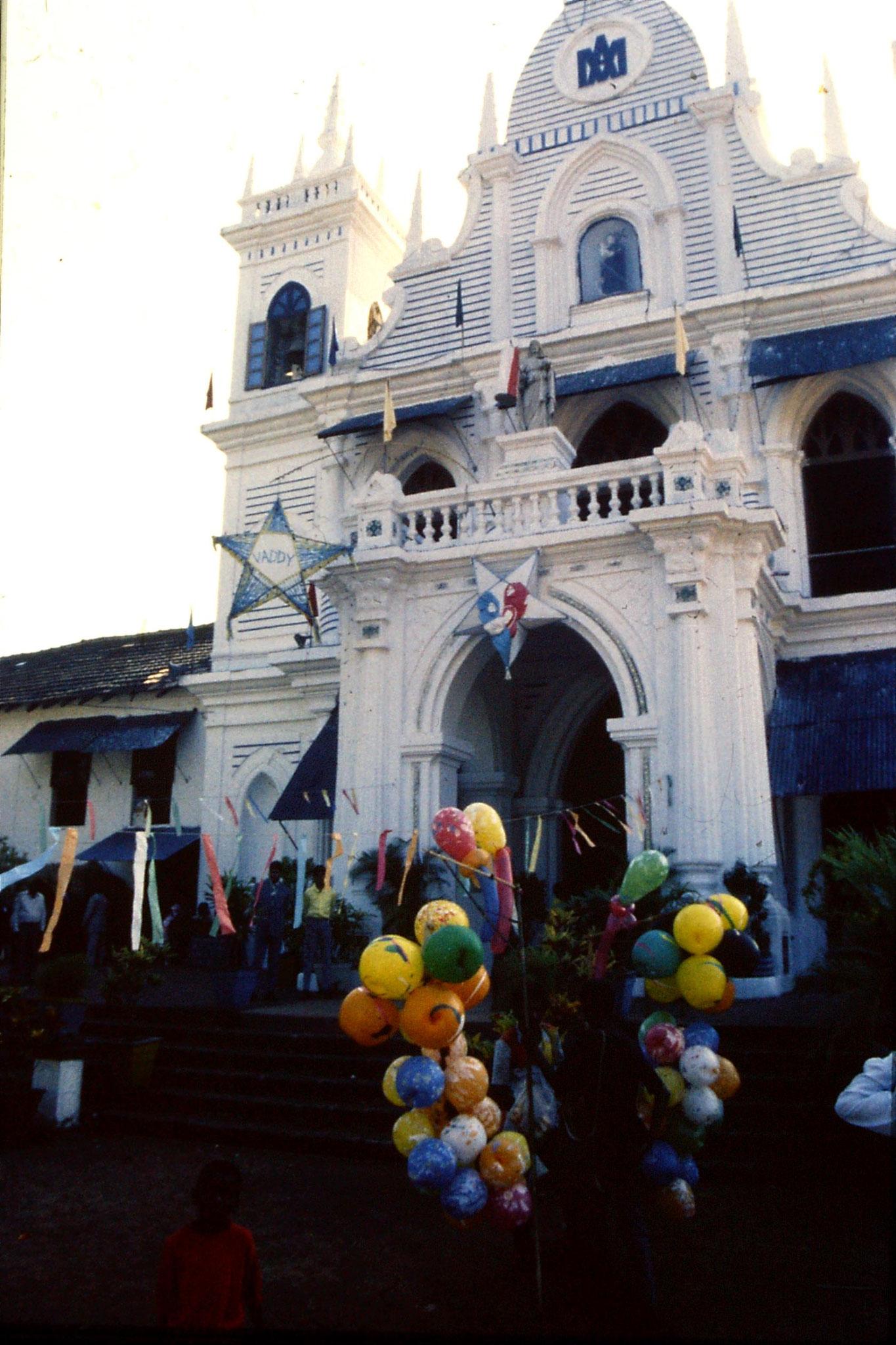 31/12/1989: 7: Siolim church and 10.30 mass
