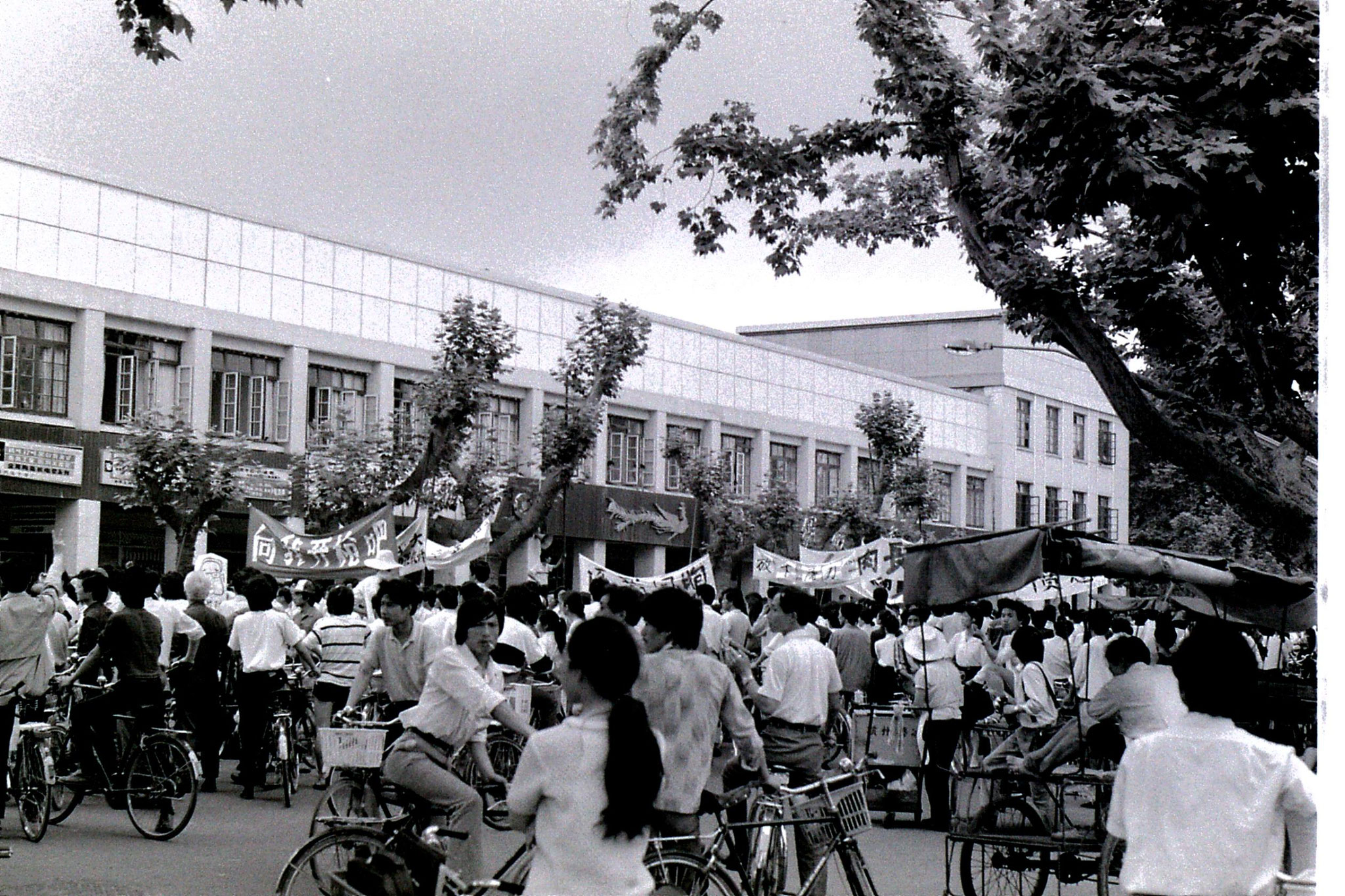6/6/1989: 31: demonstrations around Hangzhou