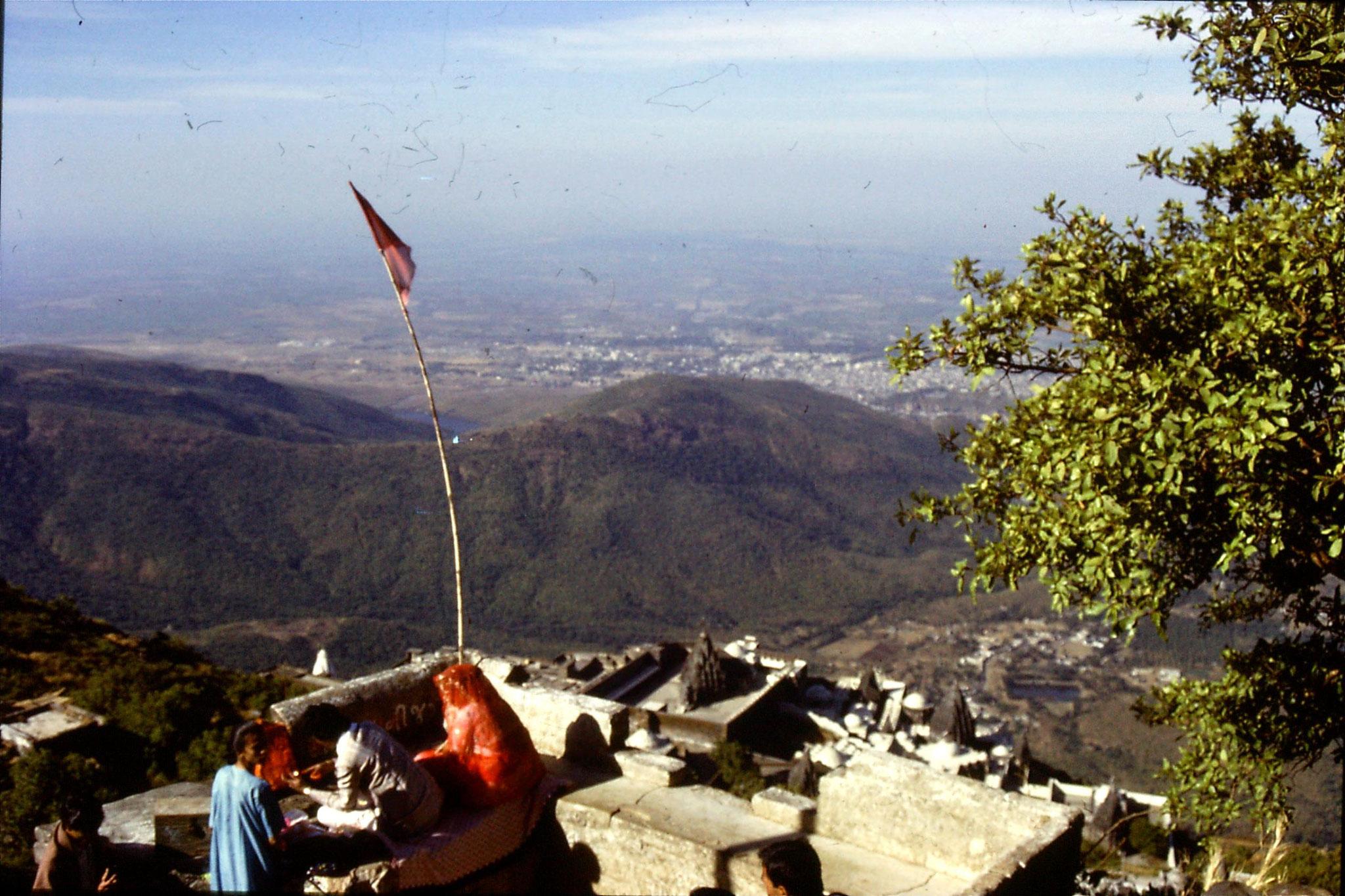 12/12/1989: 1: Junagardh, repainting sacred stone on Mt Girnar