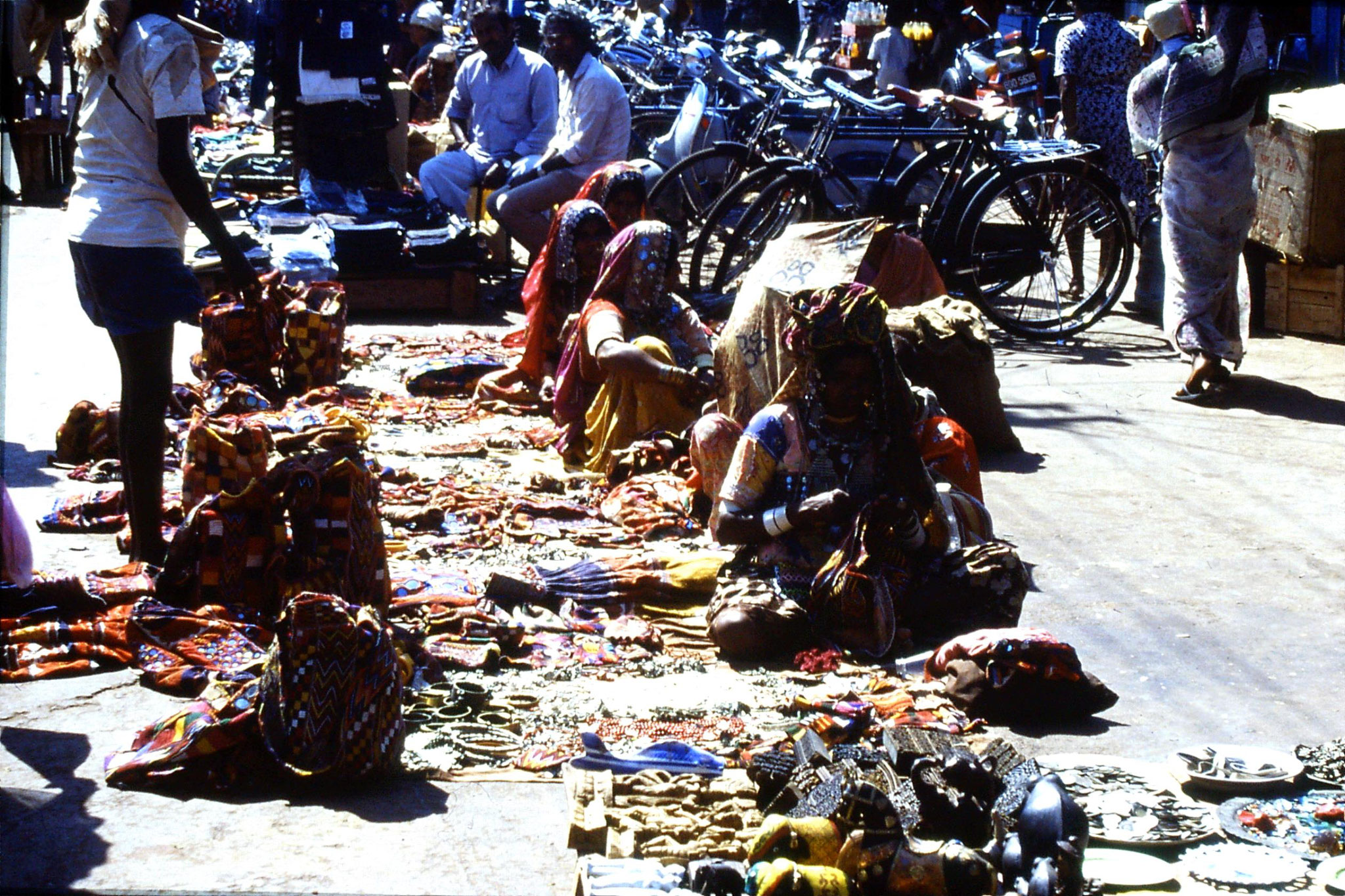 6/1/1990: 1: Mapusa market, traders from Rajasthan