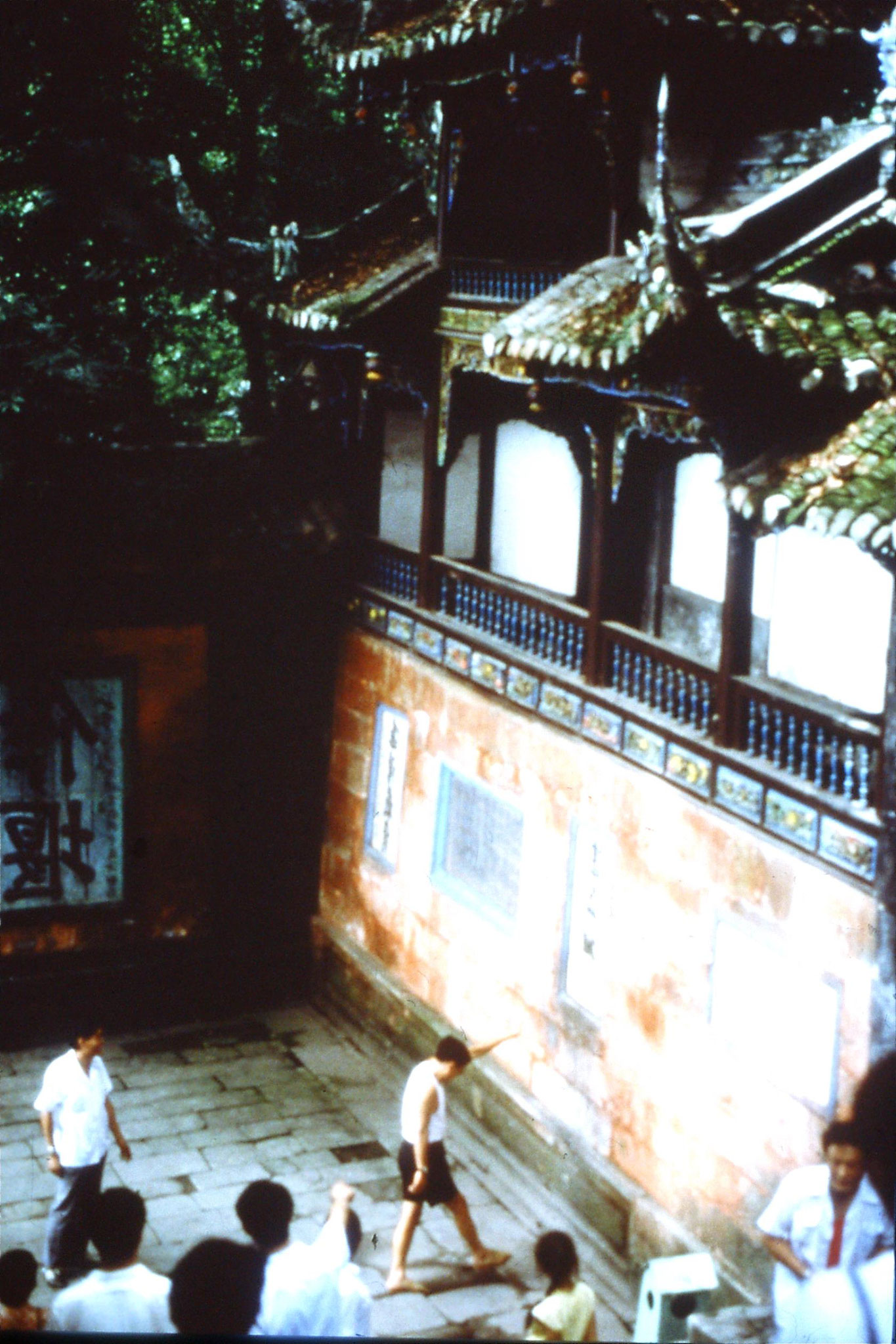 12/8/1989:23: Chongqing, Luohan temple, private ceremony