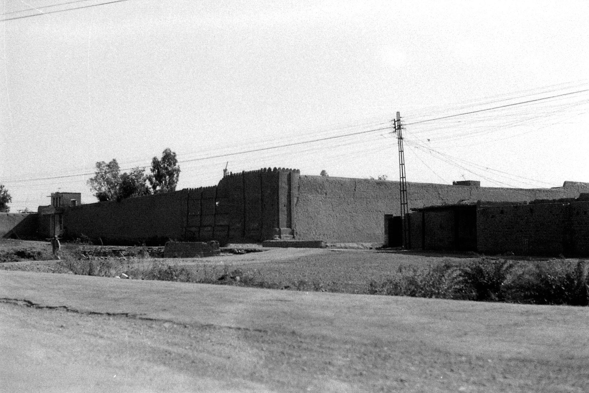 6/11/1989: 30: fortress near Peshawar