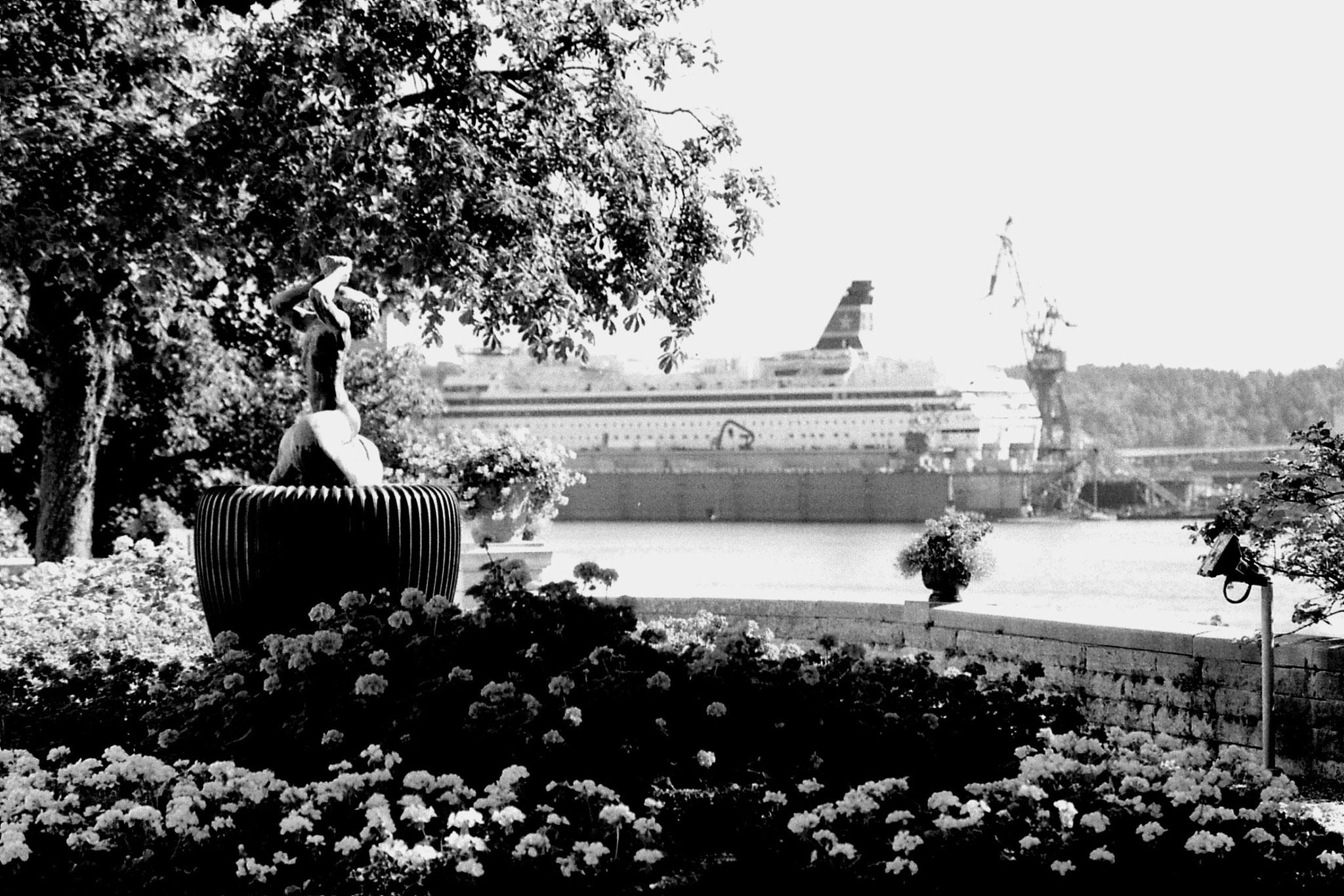 7/9/1988: 35: Stockholm harbour