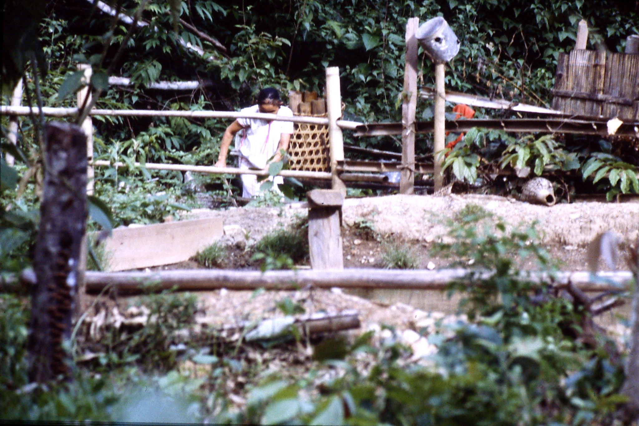 12/6/1990: 30: Trek - Hue Kom Karen village