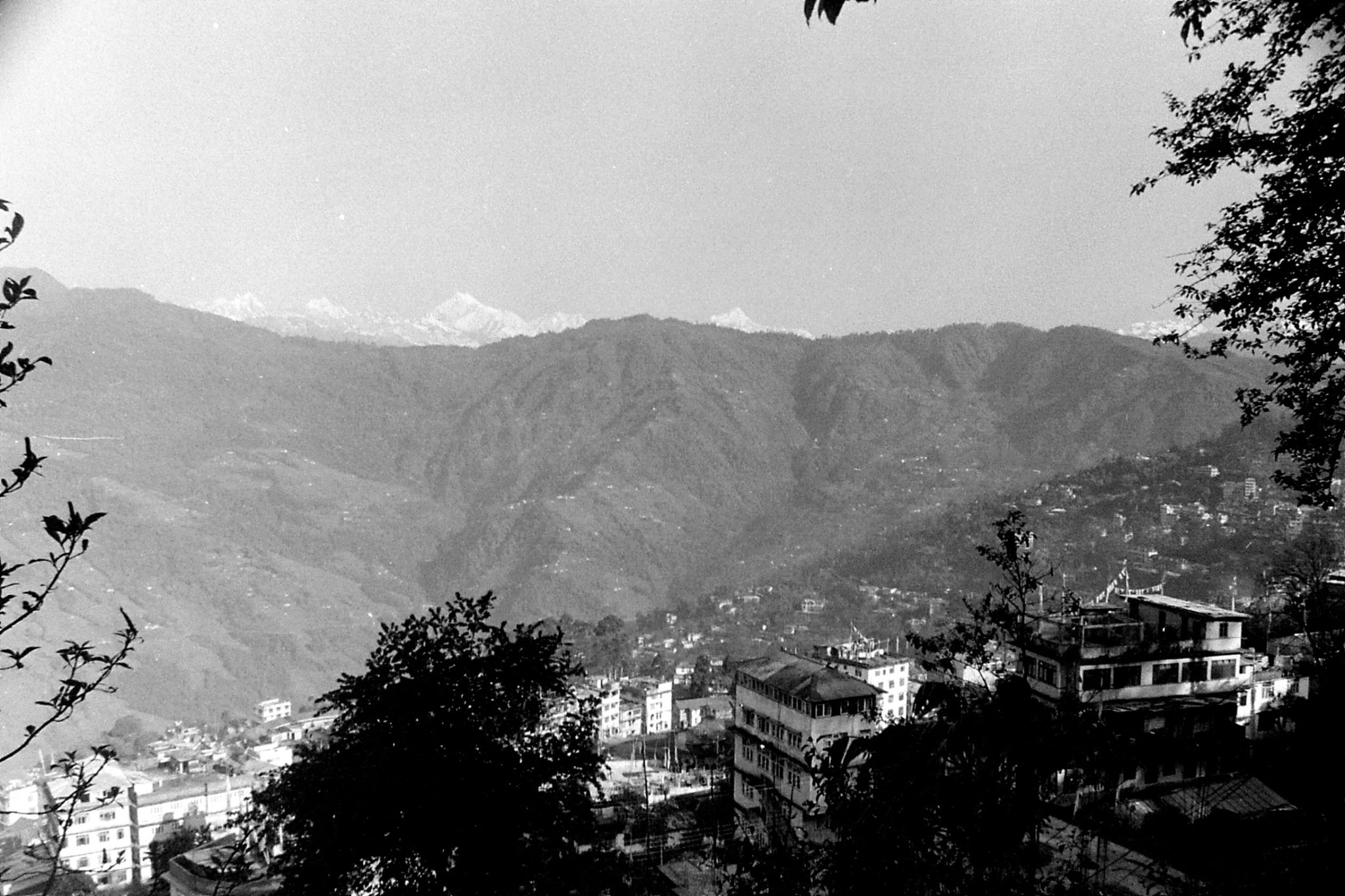 25/4/1990: 29: Gangtok and Kanchenjunga
