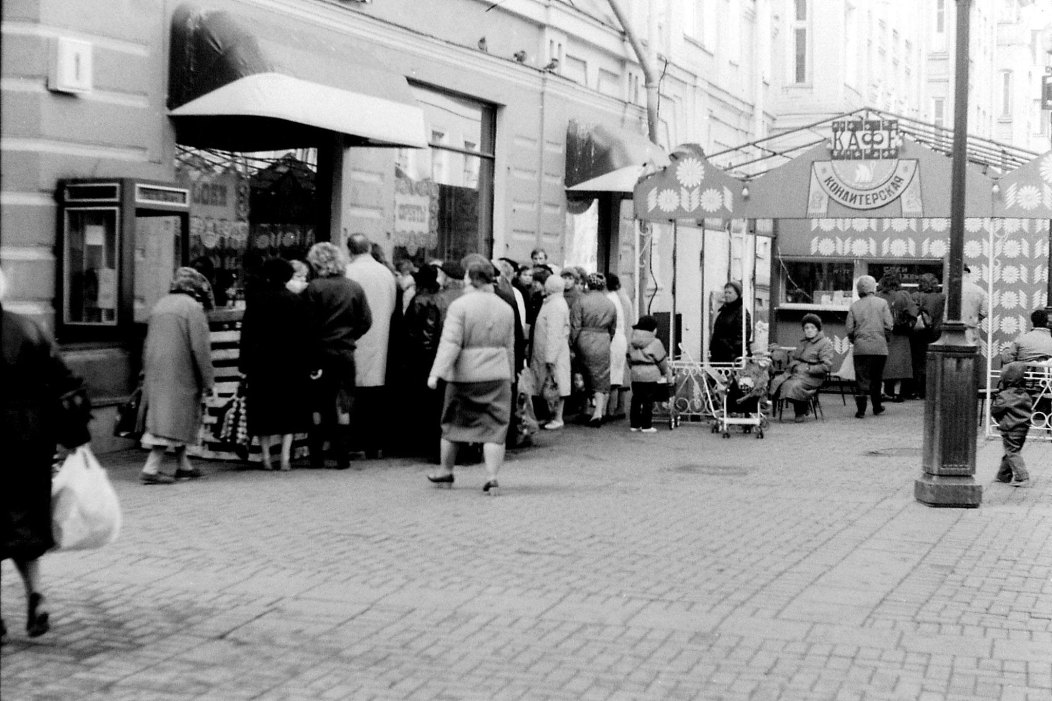 18/10/1988: 16: queue