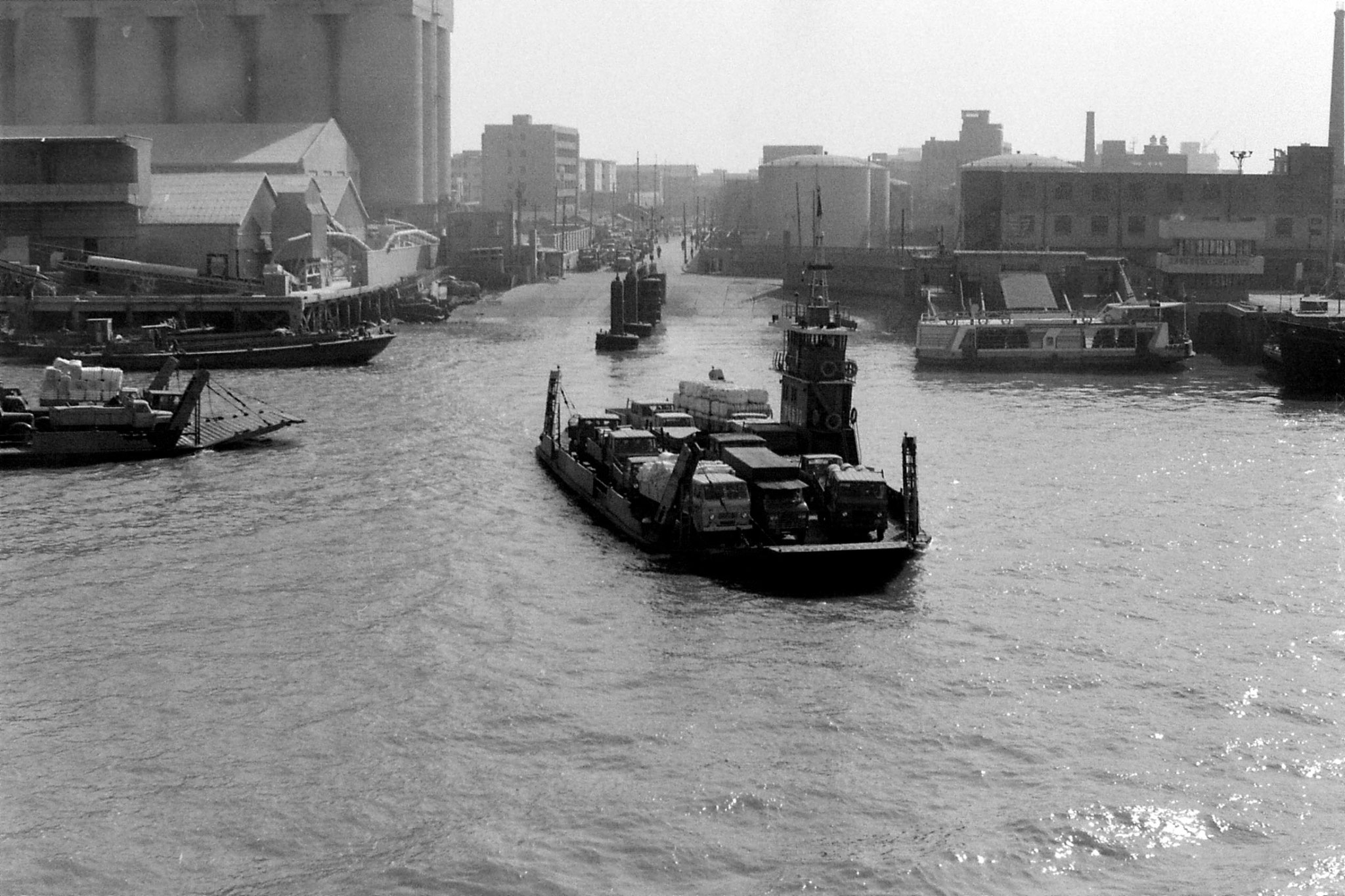 17/12/1988: 3: Shanghai harbour from ship to Kobe