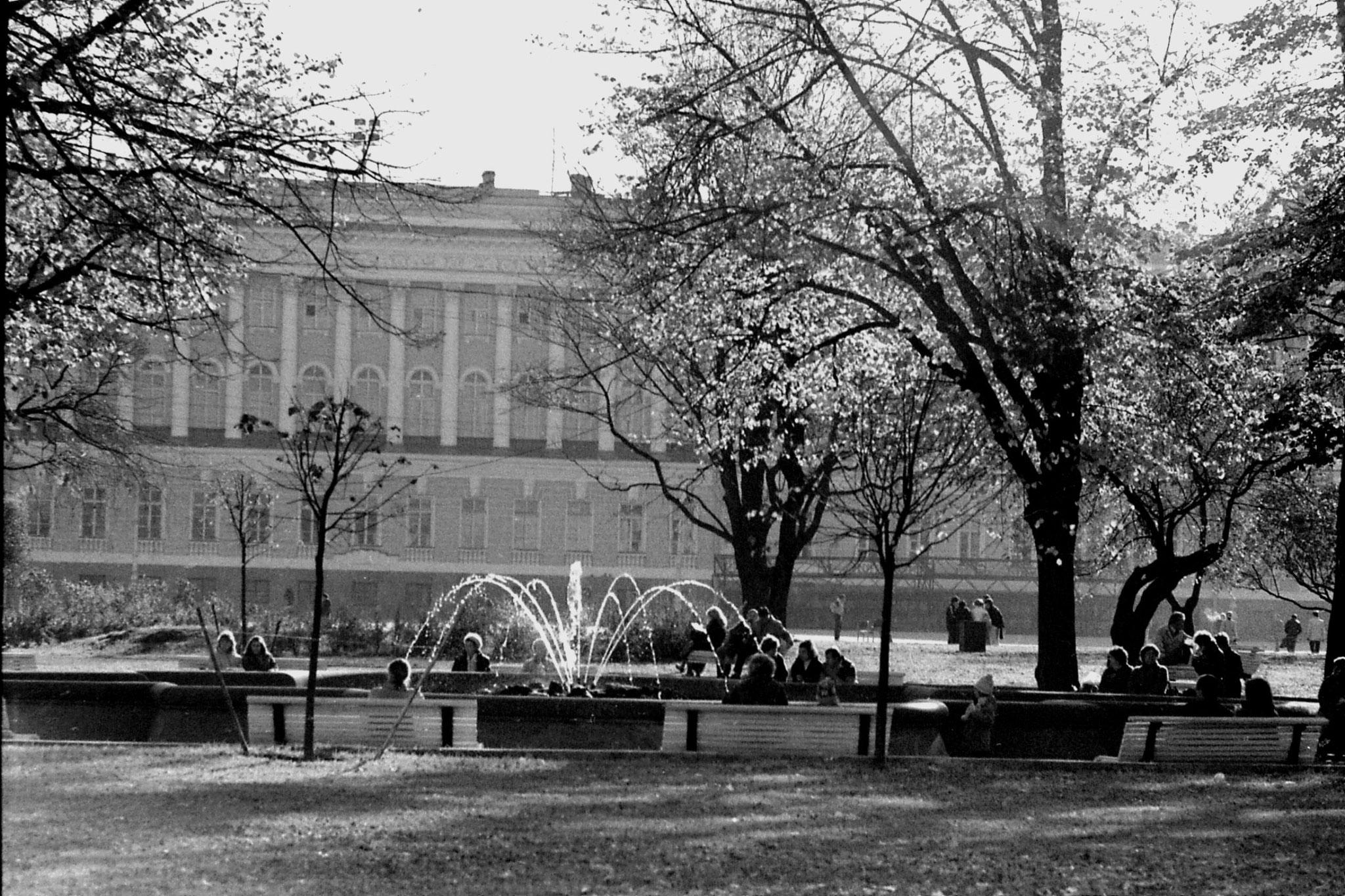 13/10/1988: 6: Outside Winter Palace