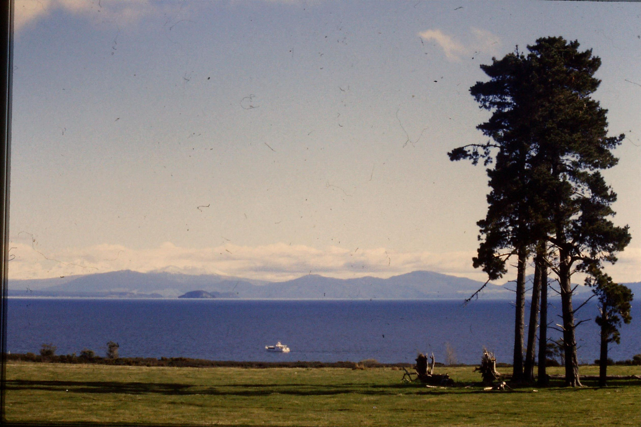 30/8/1990: 16: lake Taupo from Taupo