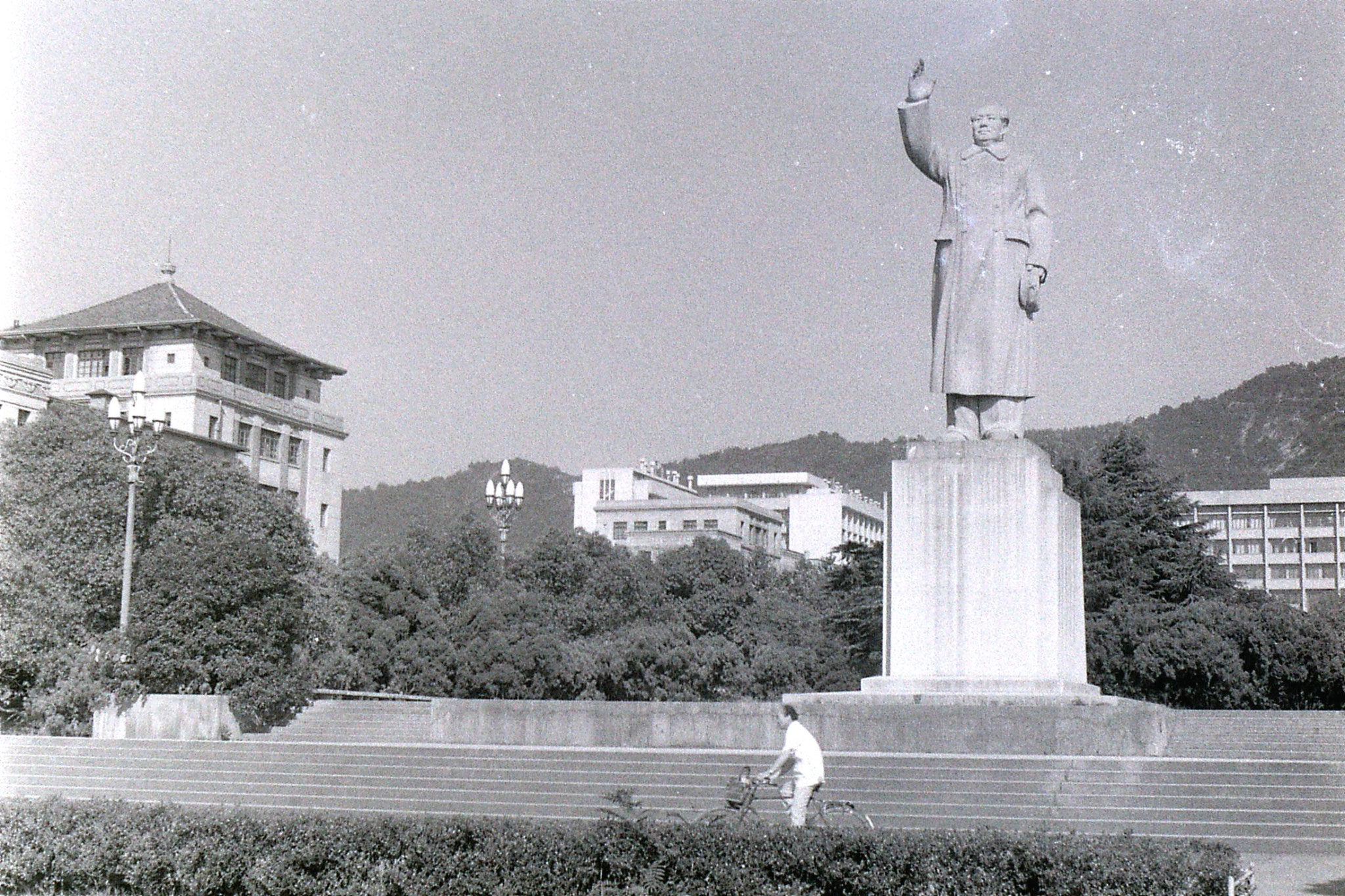 19/7/1989: 1: Hangzhou Mao statue