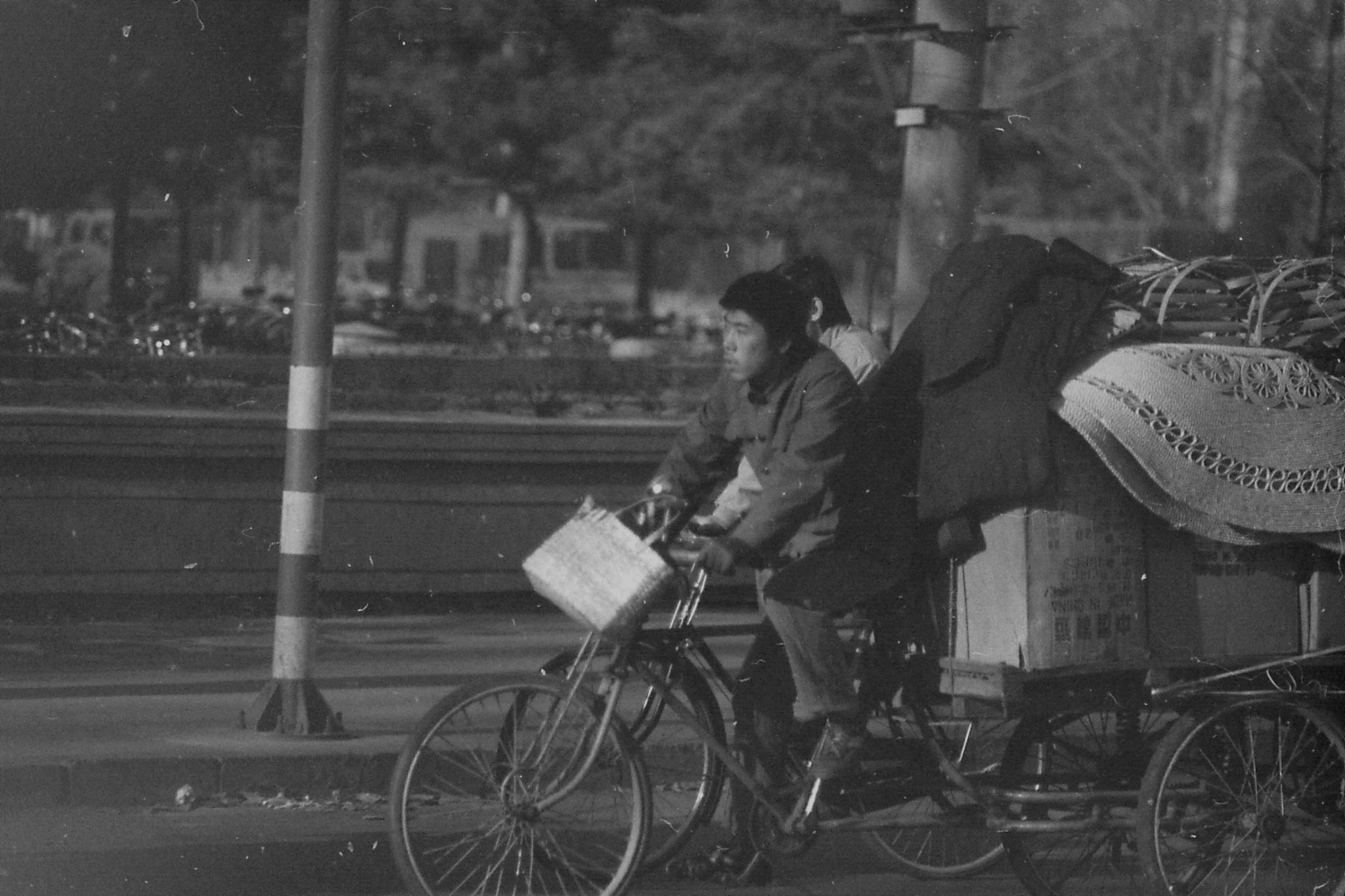 23/11/1988: 8: street scenes outside Friendship Hotel