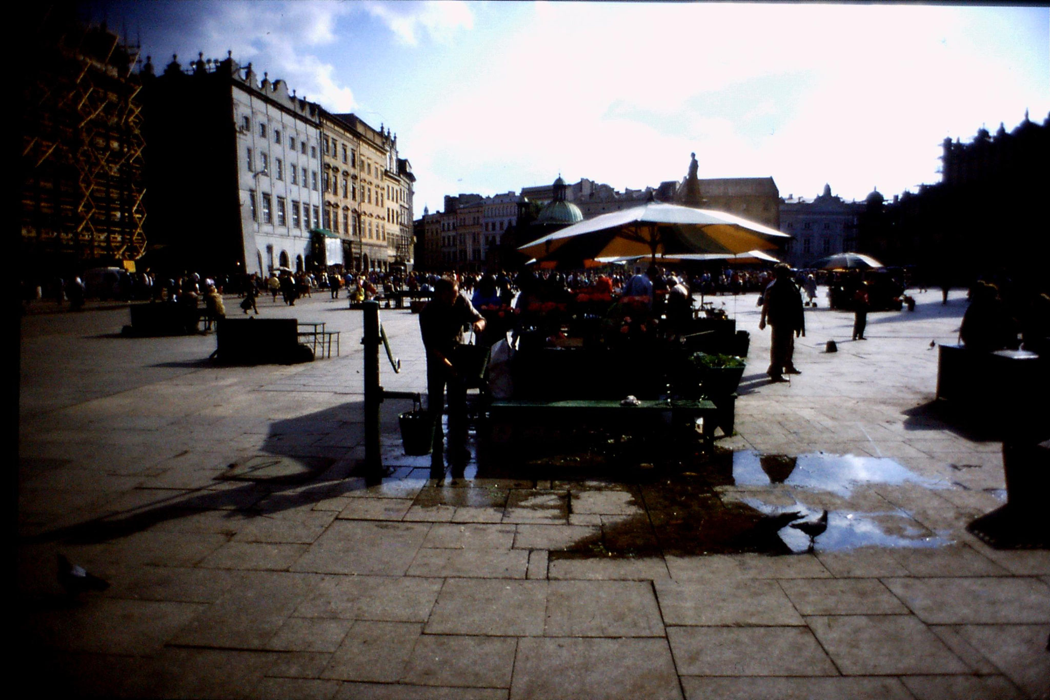 24/8/1988: 7: Krakow, water pump in square