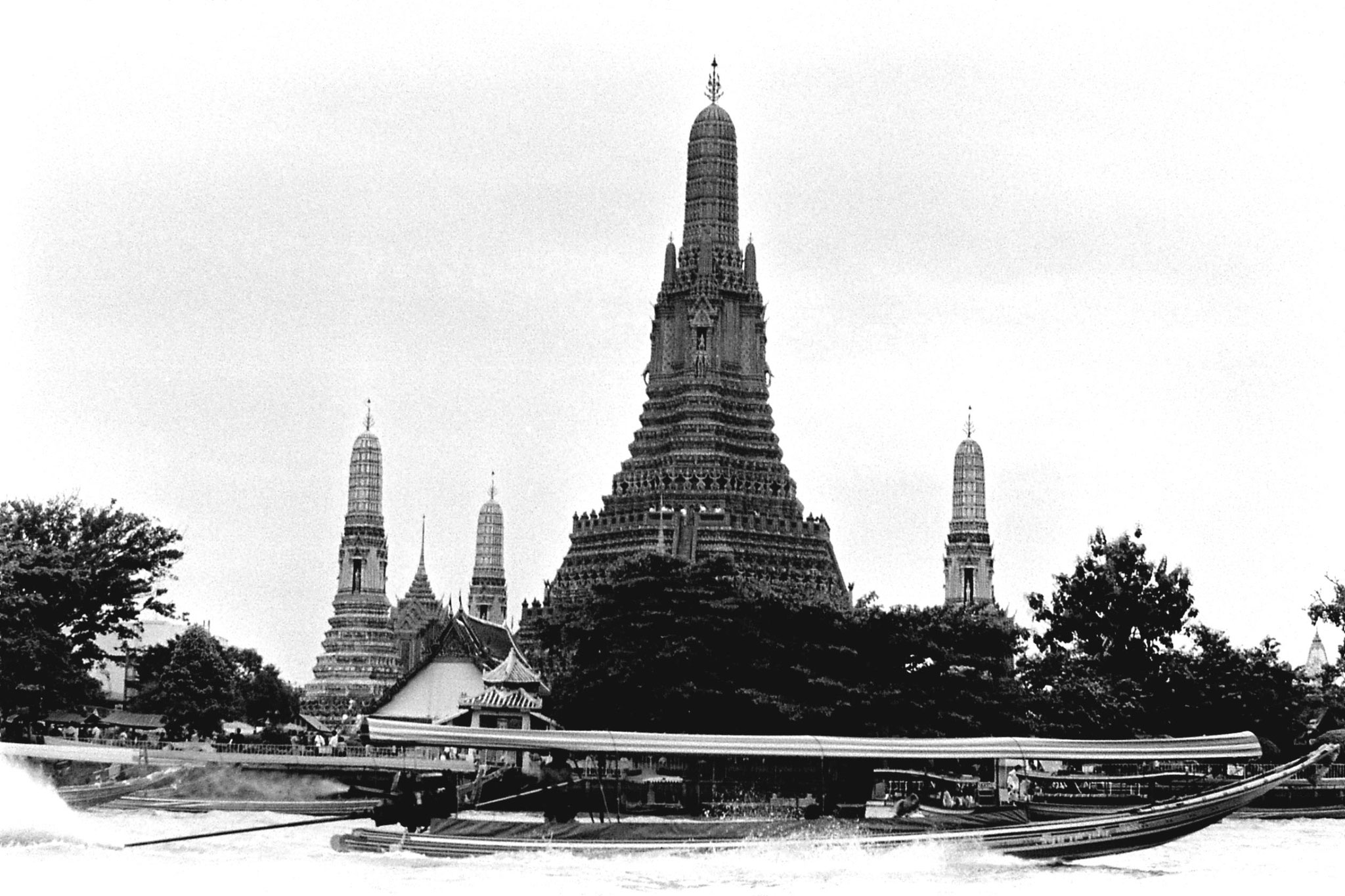 17/6/1990: 22: Bangkok, on the river Wat Arun Temple of Dawn