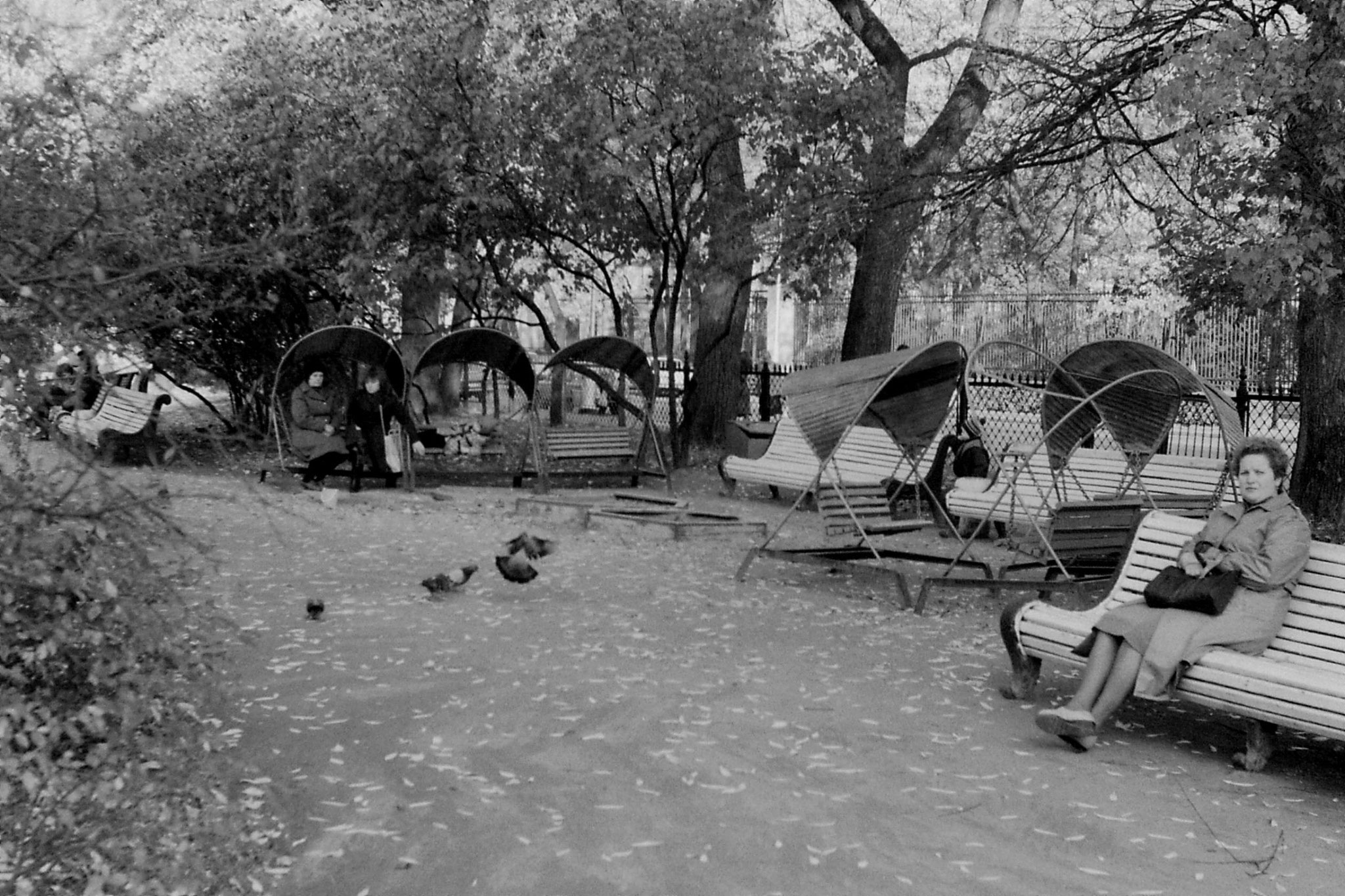 14/10/1988: 26: rocking chairs near Pushkin Theatre