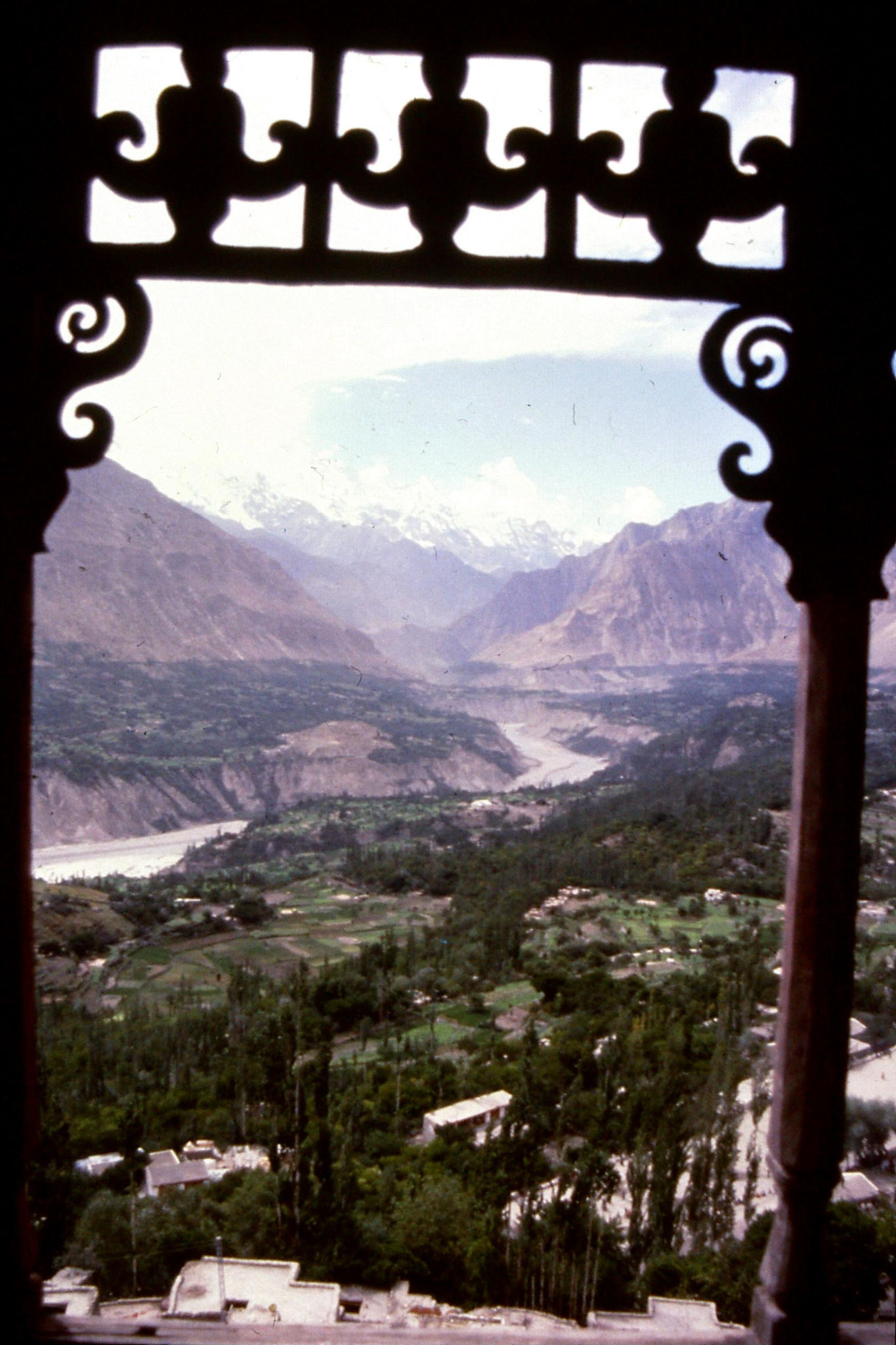 13/9/1989: 16: Karimabad view from Fort