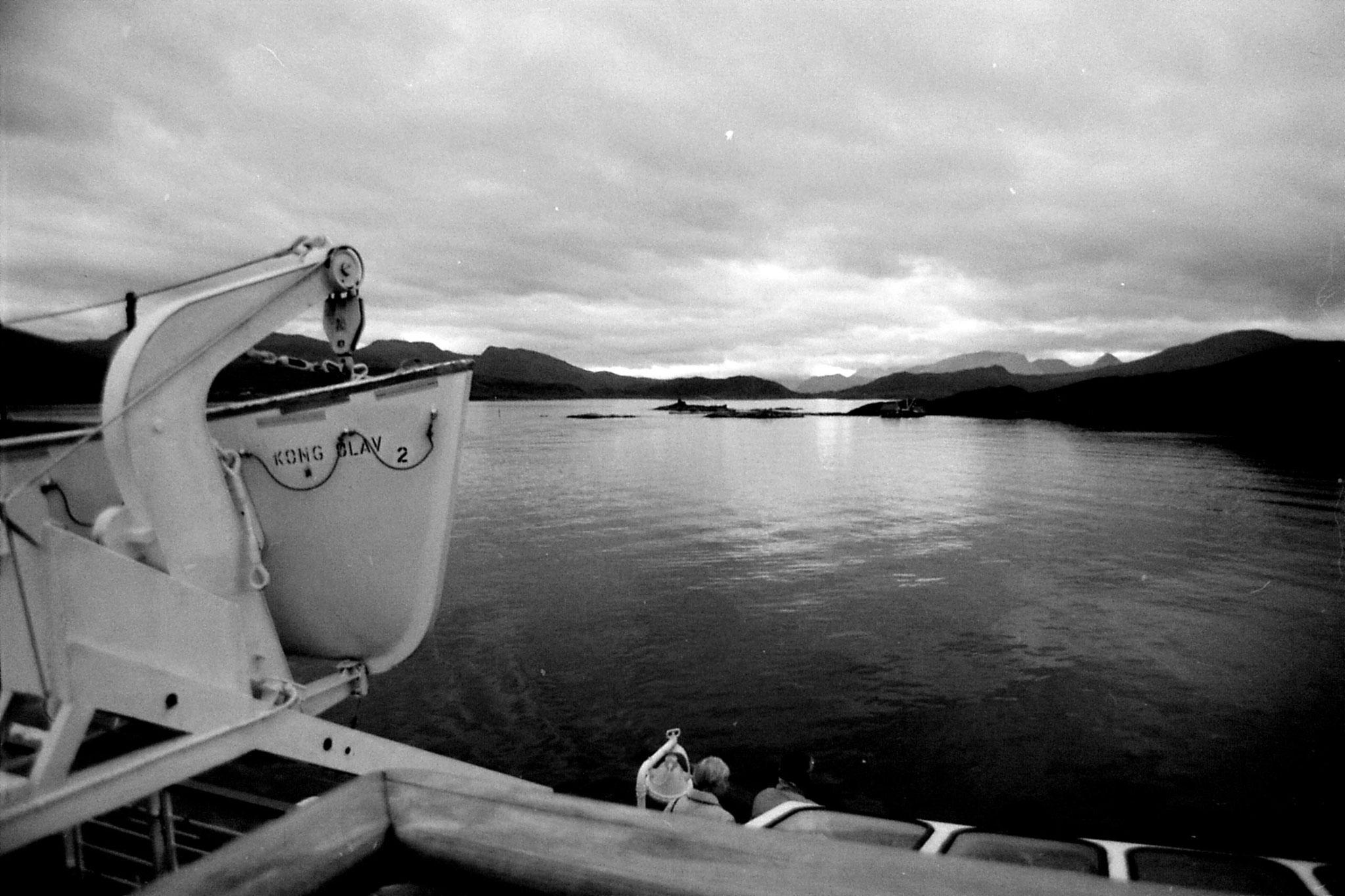 21/9/1988: 27: Outside harbour at Torvik