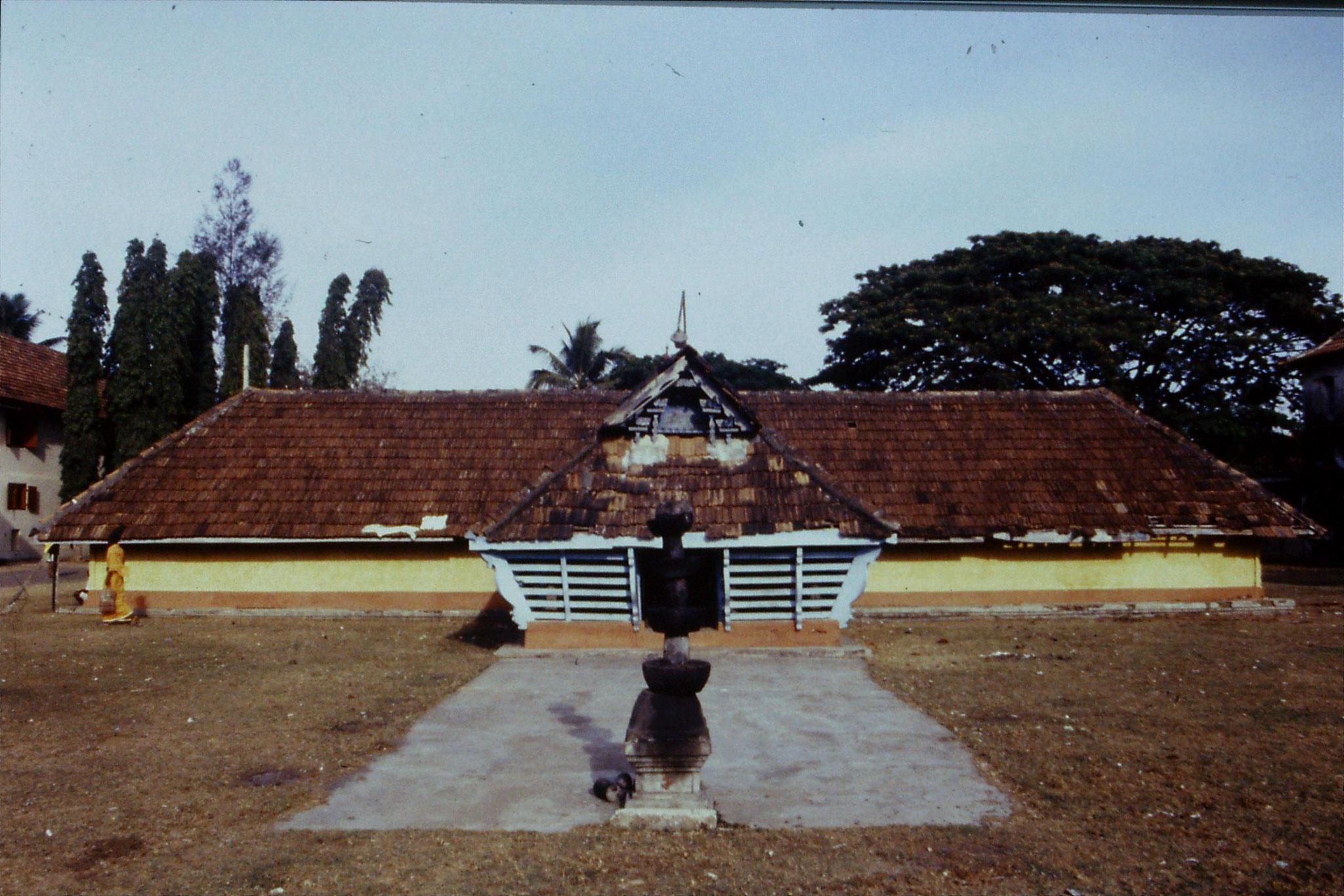 106/11: 24/2/1990 Cochin - temple at Mattancherry Palace