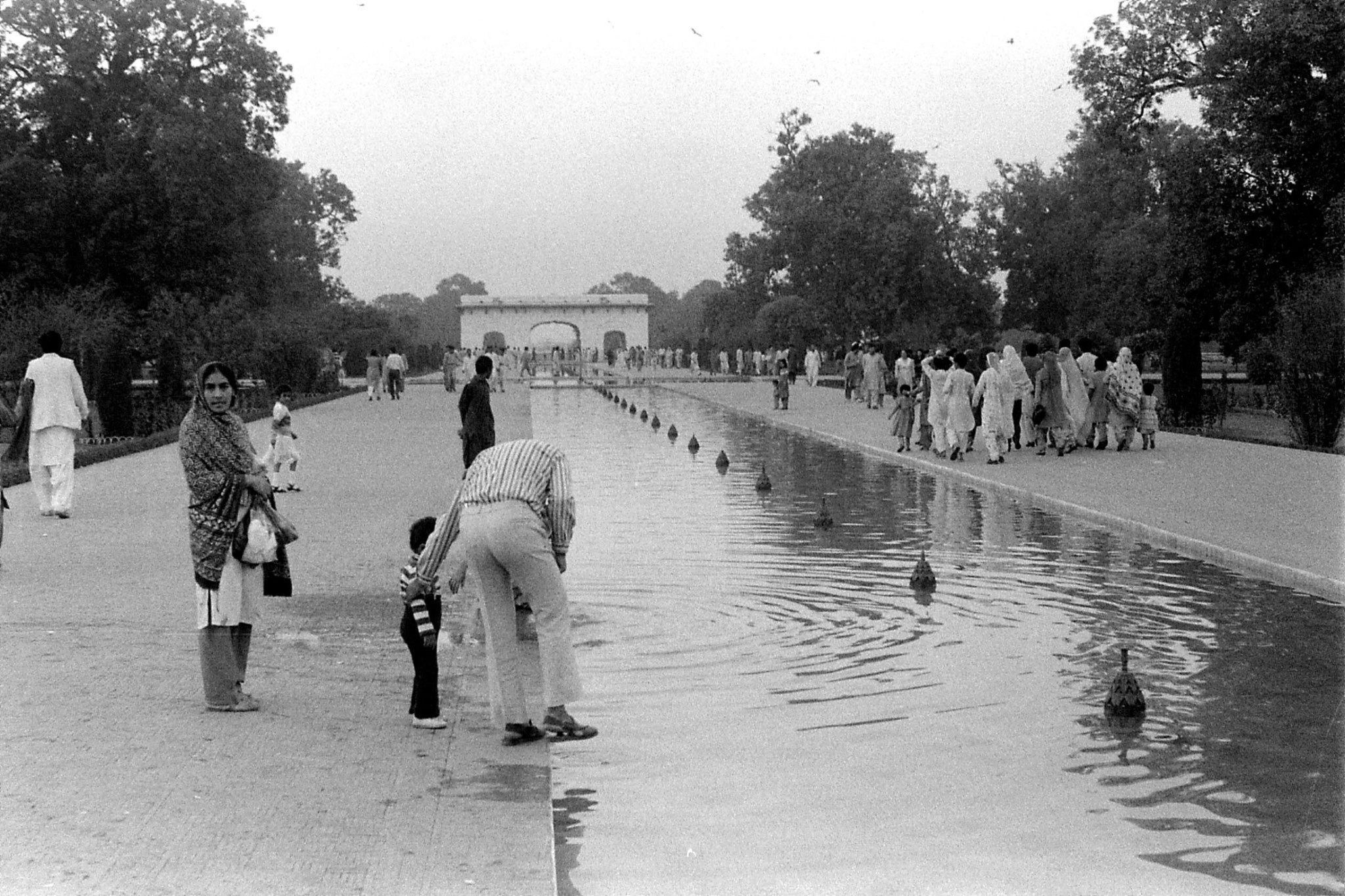 10/11/1989: 1: Lahore, Shalimar garden