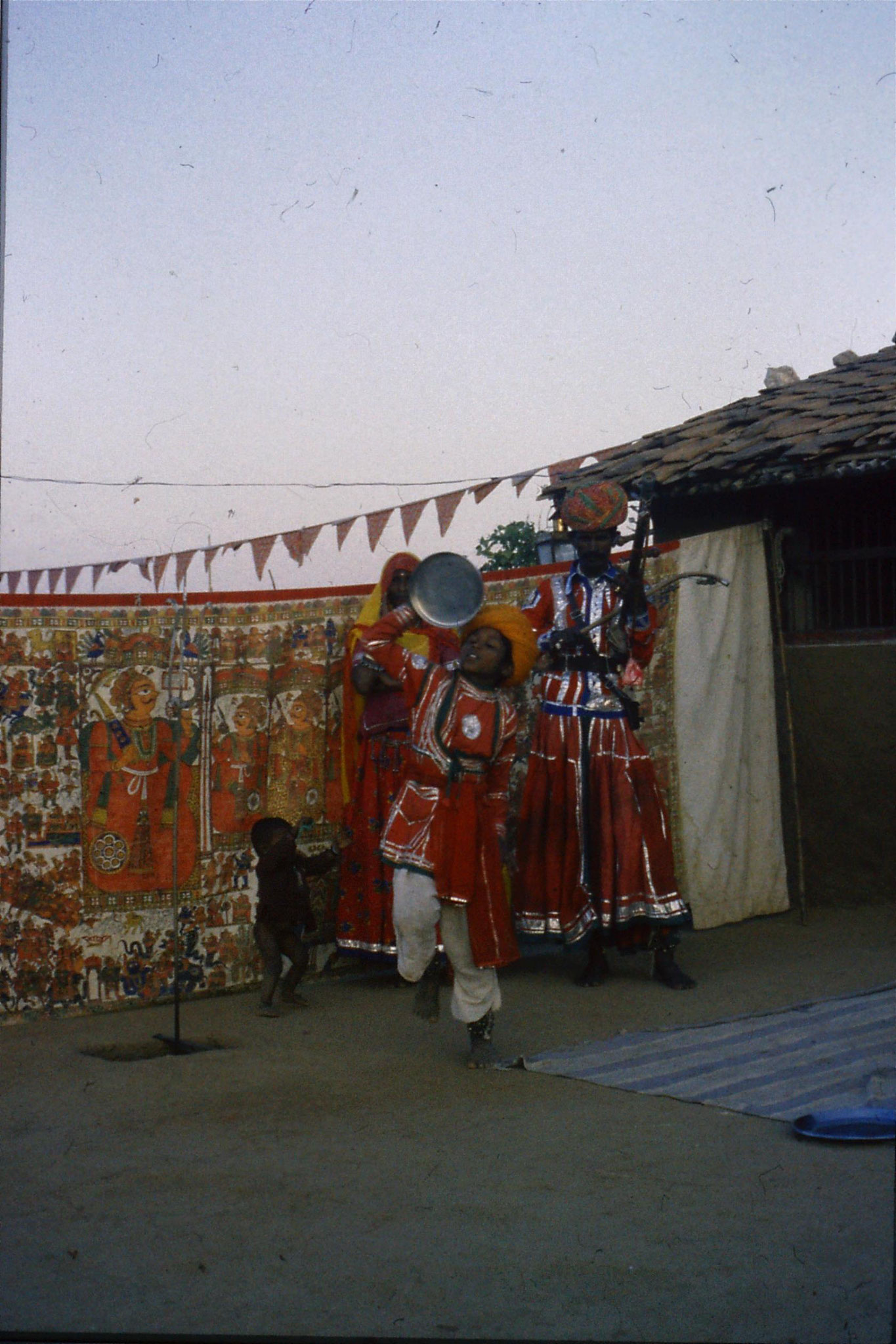 8/12/1989: 29: Udaipur Shilp Gram Craft Centre dancing