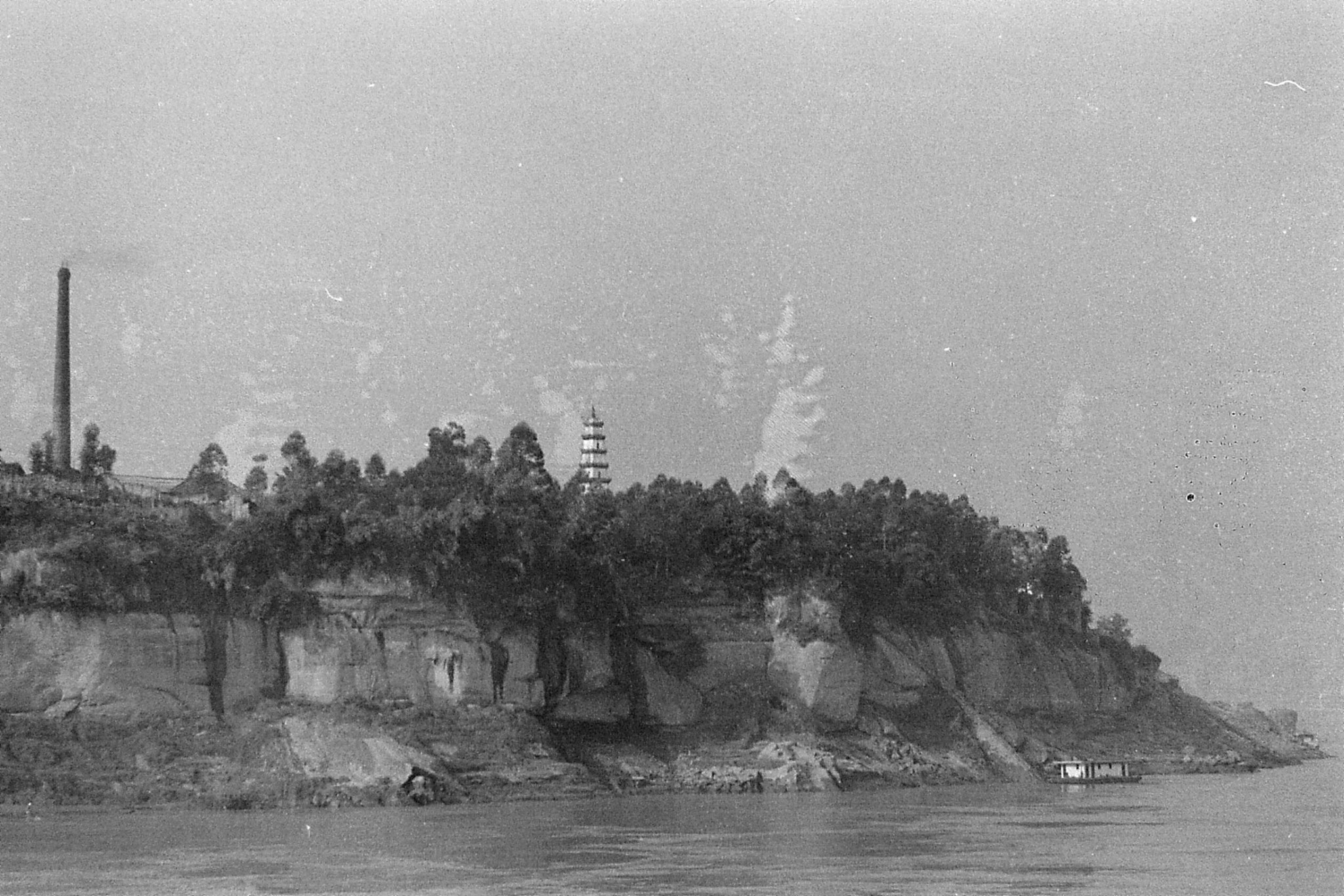 11/8/1989: 27: second pagoda coming west into Wanxian