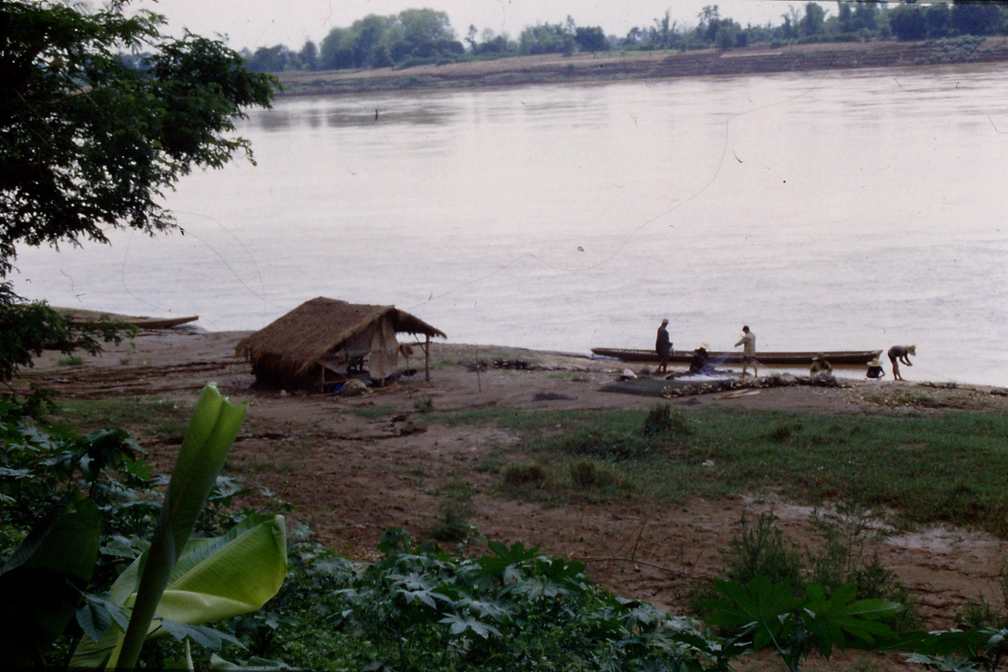 30/5/1990: 24: east of Nong Khai, Mekong river