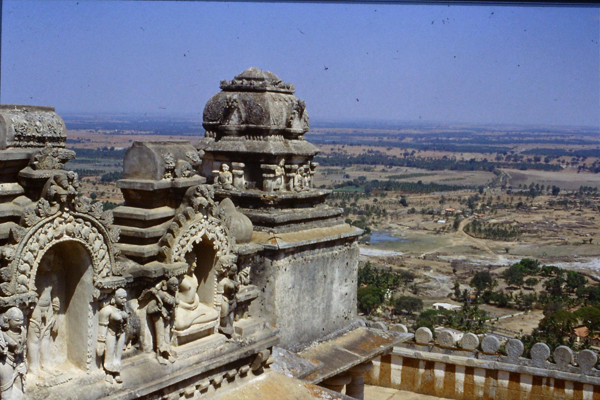 108/12: 13/3/1990 Sravanabelagola - NE from temple