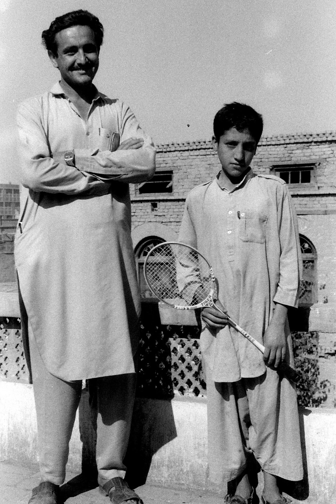 5/11/1989: 20: Peshawar, man and boy at quit factory