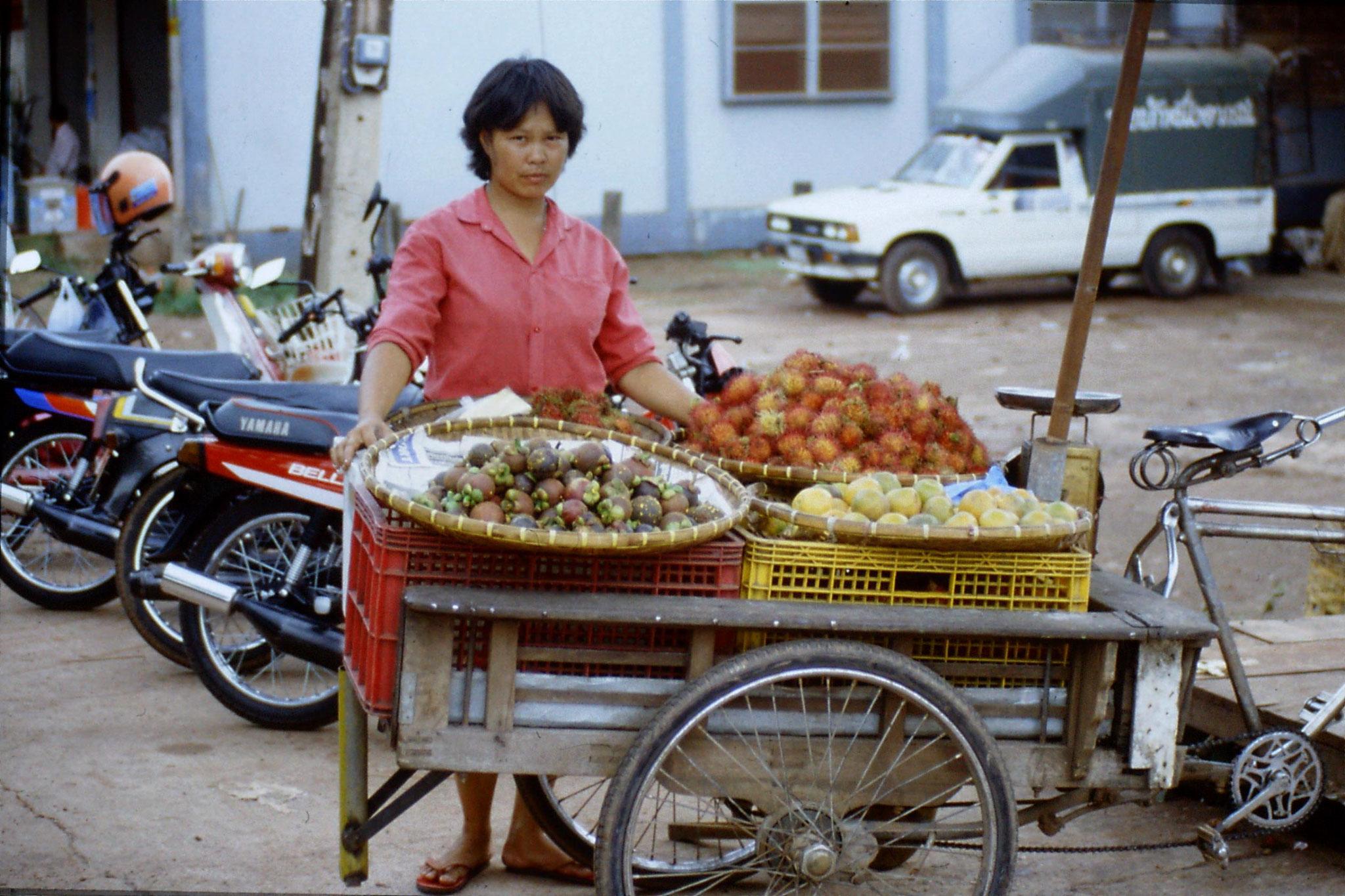 30/5/1990: 32: Nong Khai market