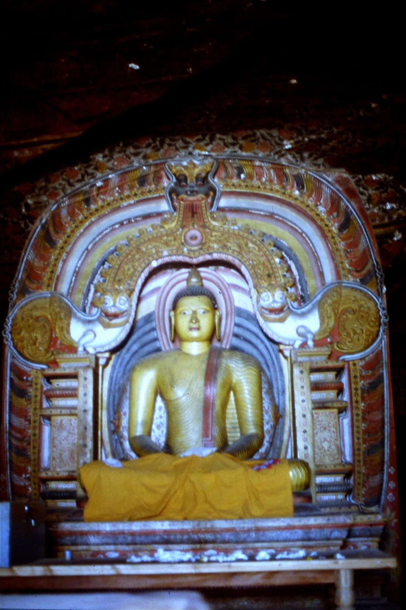 6/2/1990: 25: Dambulla, temple built by first Kandy king