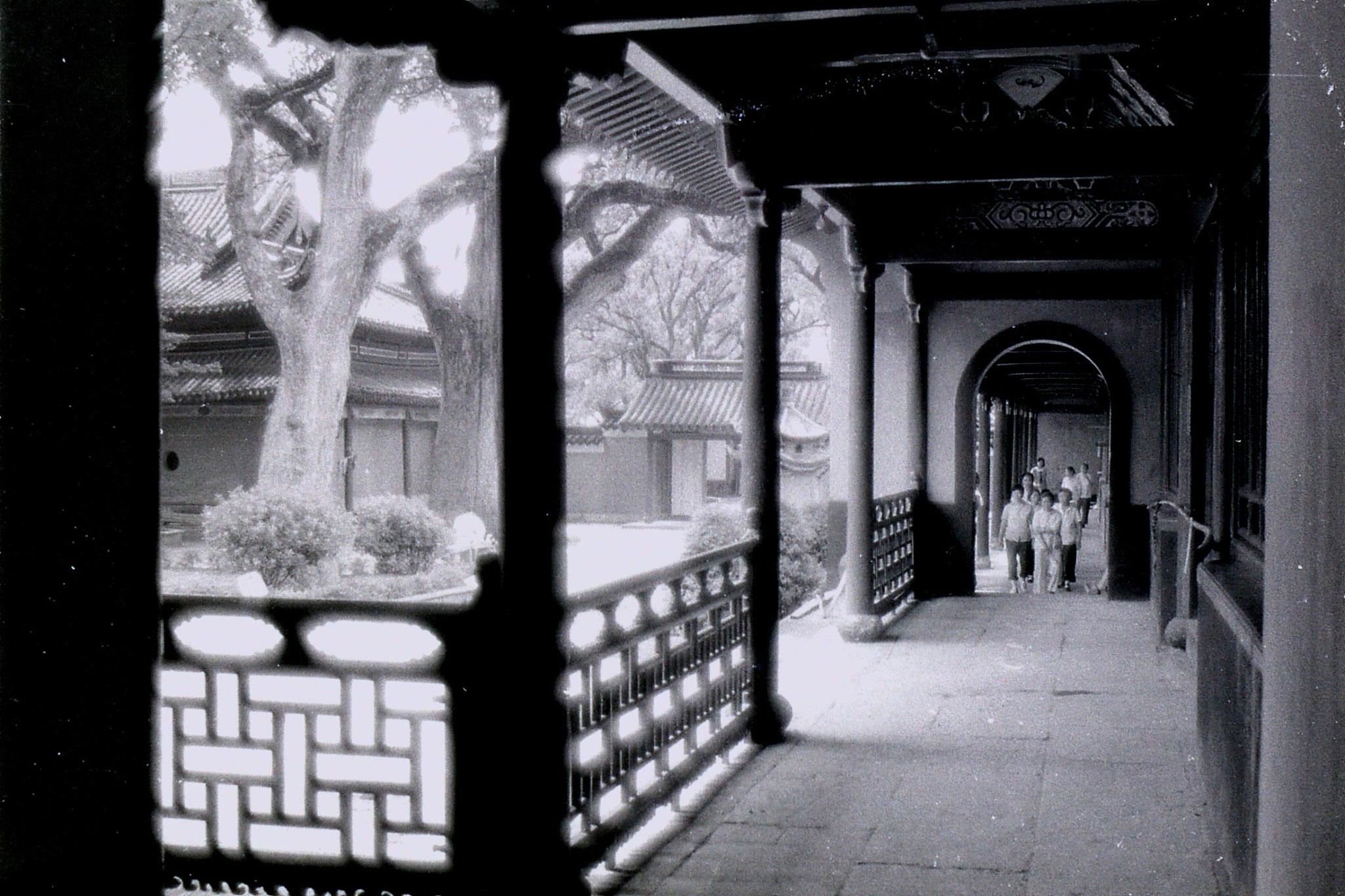24/7/1989: 33: Putuo, corridor