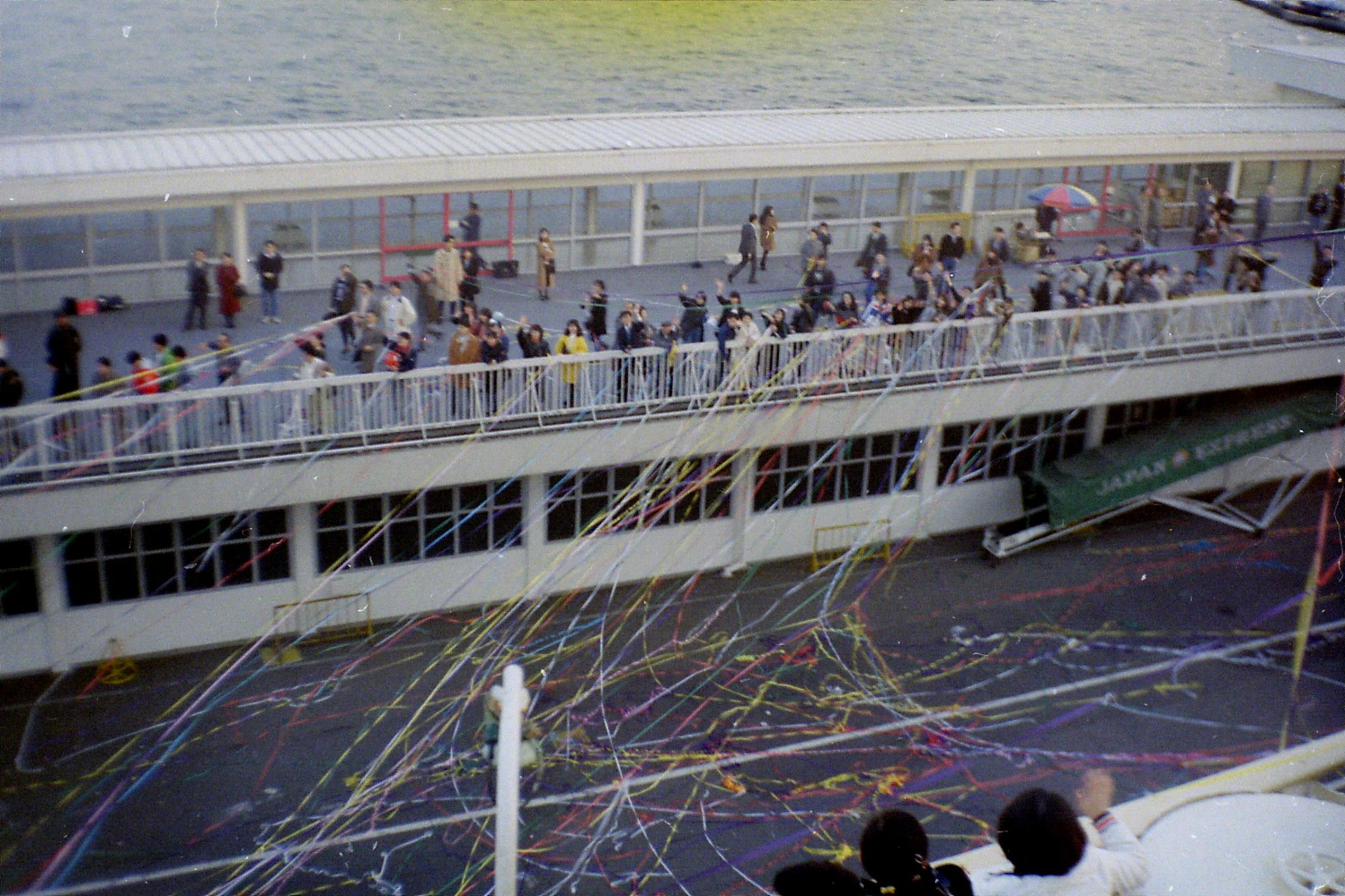 6/2/1989: 10: Yokohama quayside at New Year