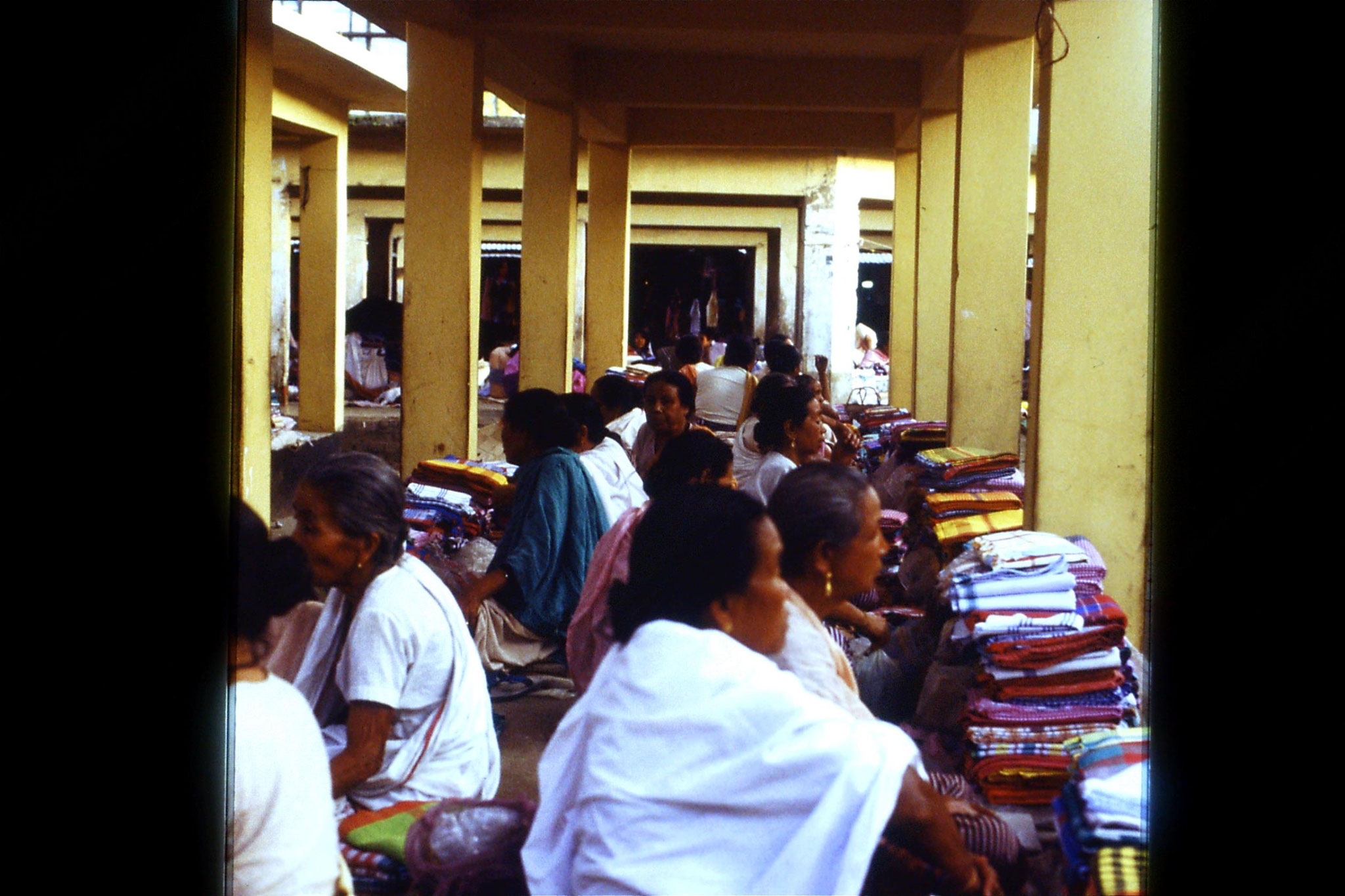 113/28: 17/4 Imphal women's market
