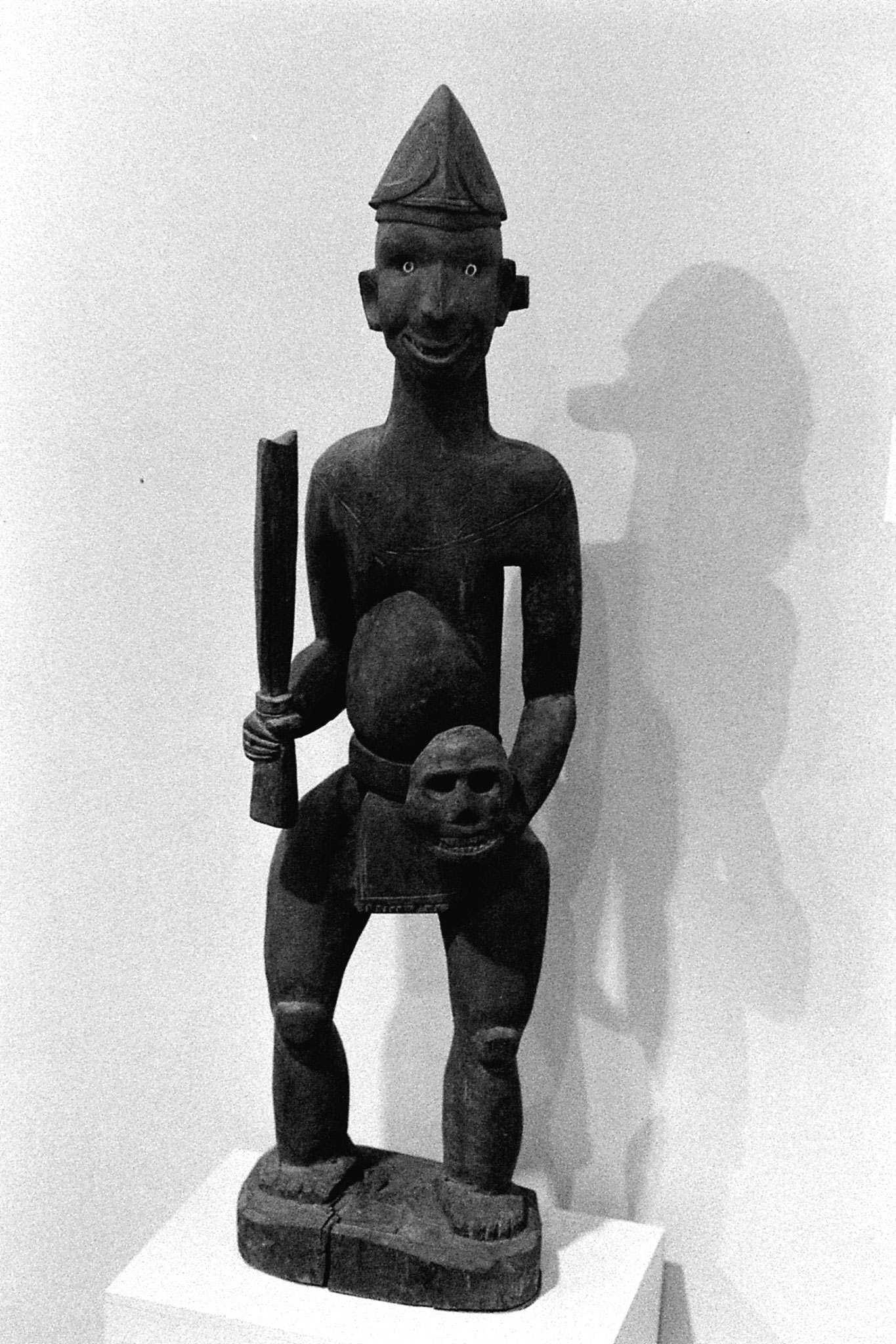 26/11/1989: 32: National Museum, Naga head hunter