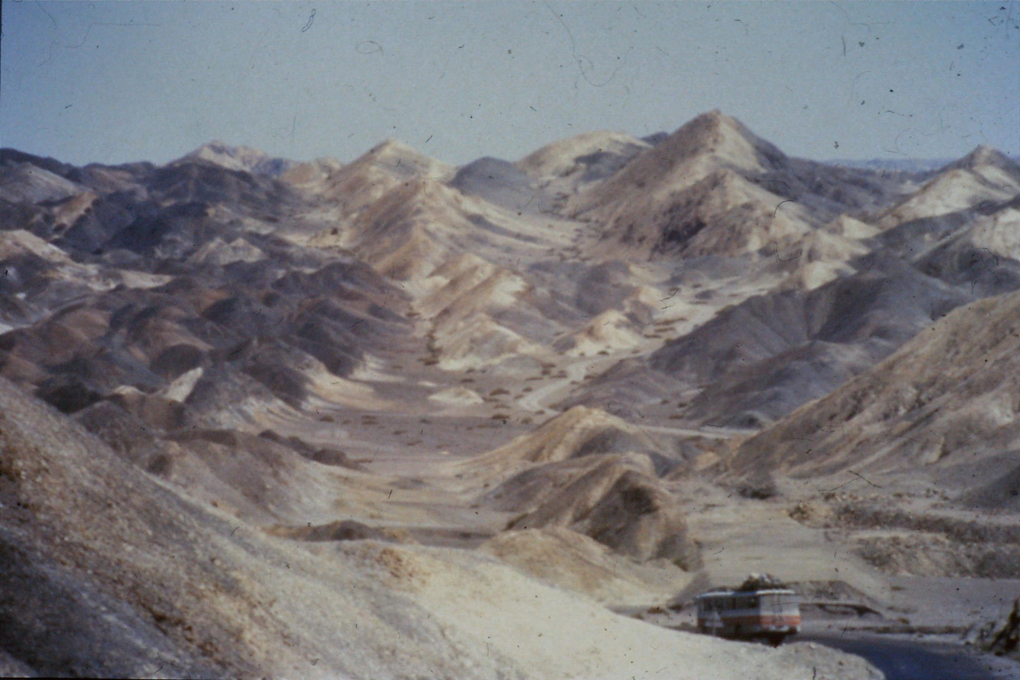 4/9/1989:1: just out of Urumqi mountains and sheep near Daban