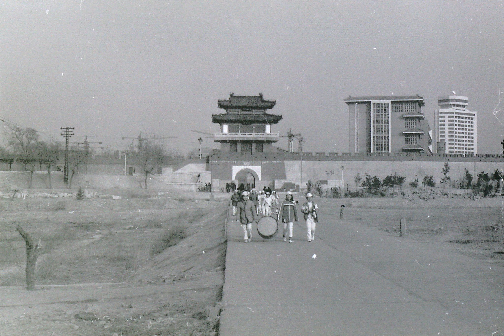 16/2/1989: 8: river in Weifang and old city wall
