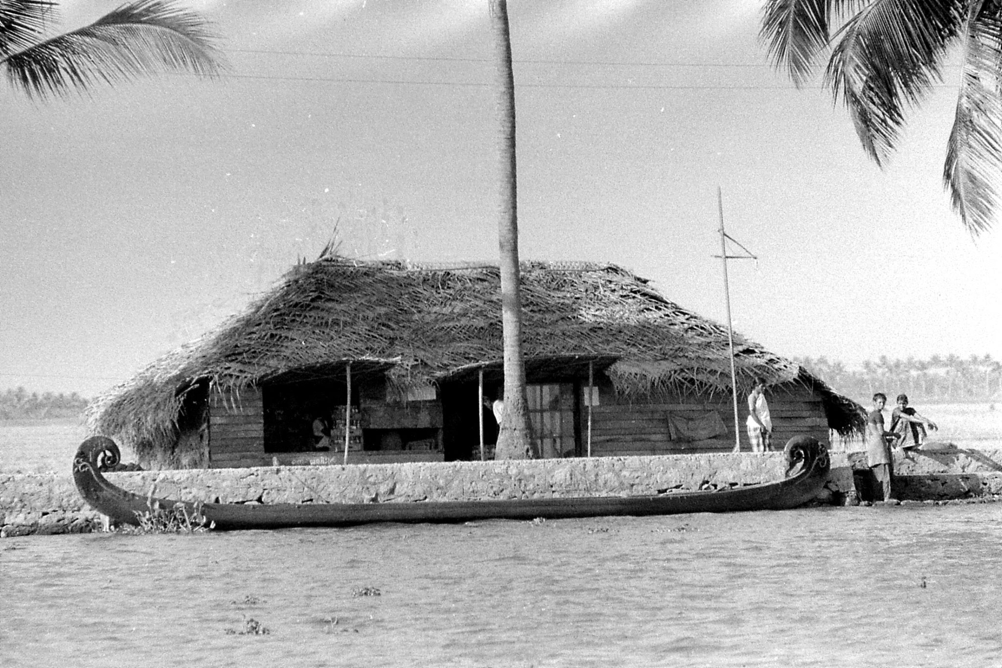 097/37: 23/2/1990 boat to Alleppey