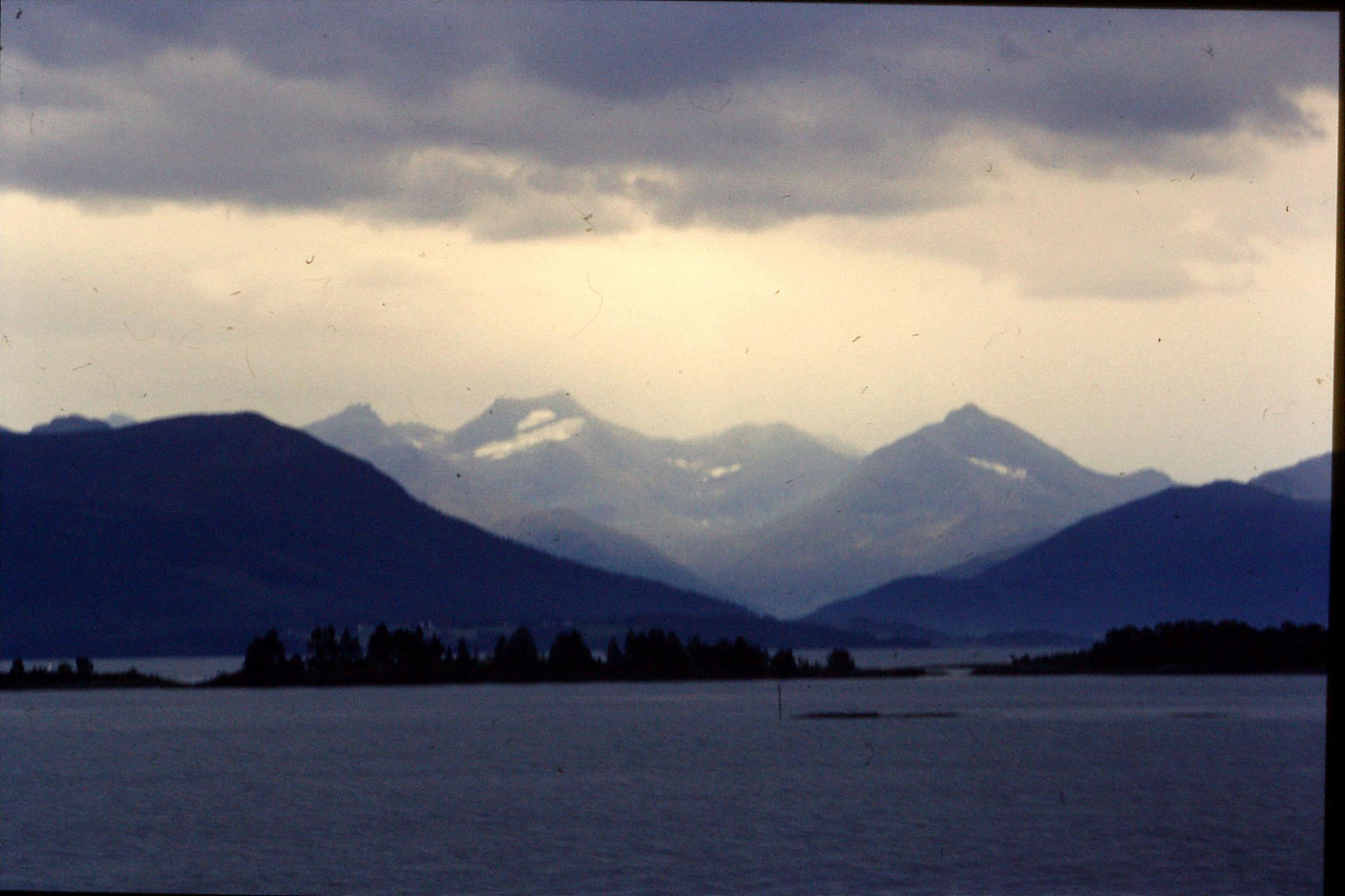 22/9/1988: 14: scenery Molde harbour
