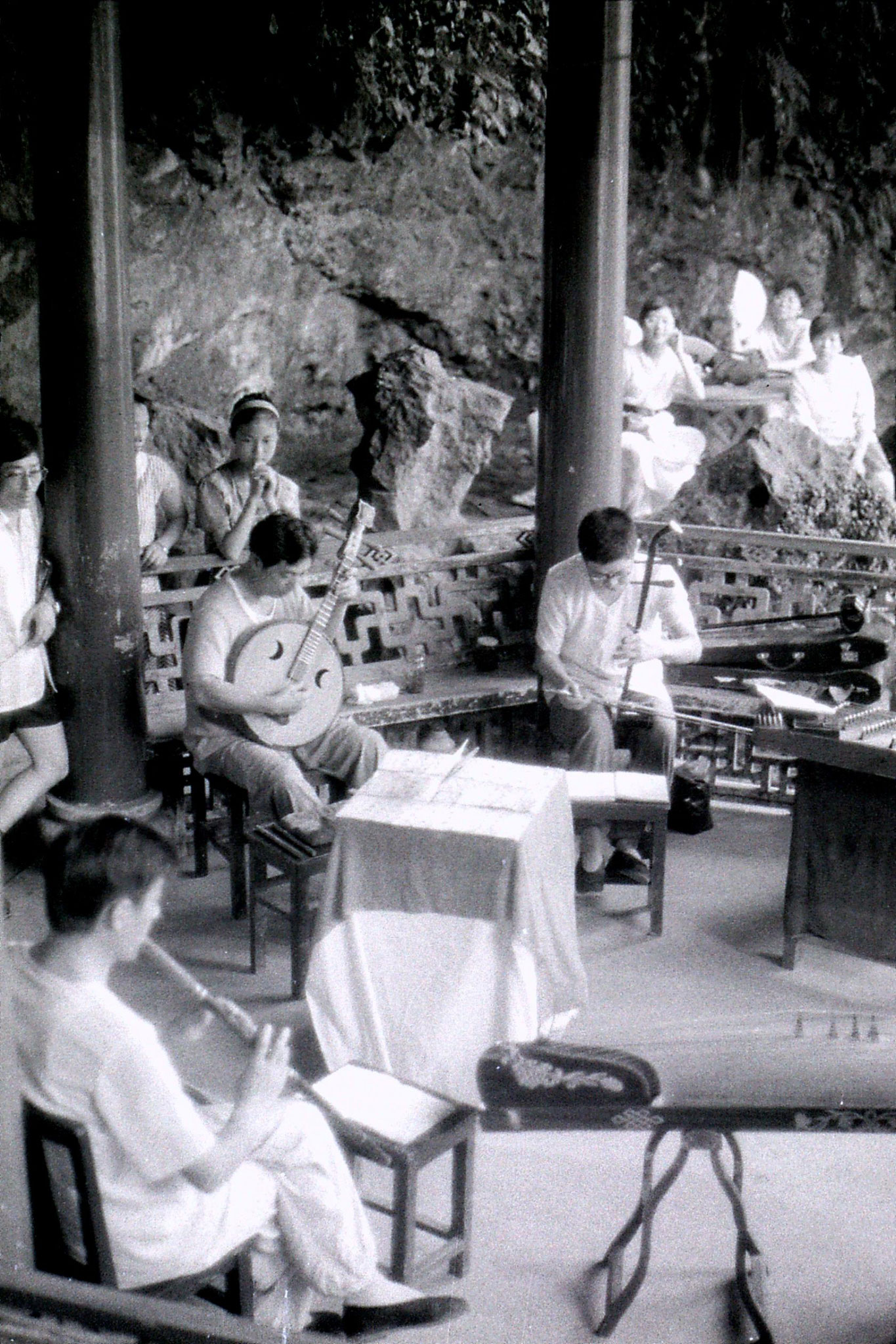 15/7/1989: 29: Hangzhou Yellow Dragon Spring musicians