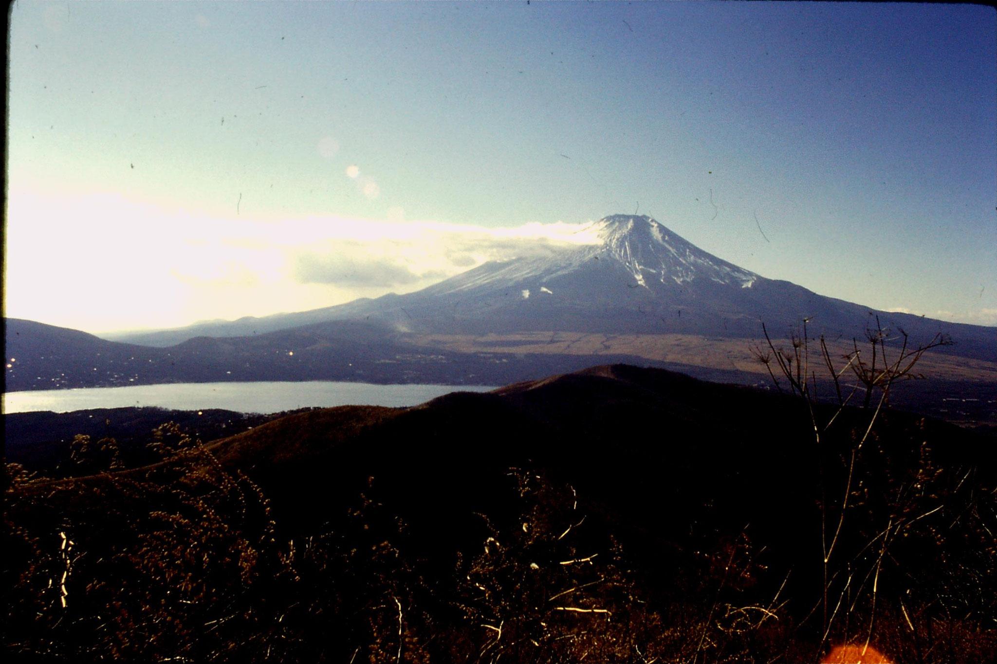 30/12/1988: 7: Lake Yamanatako & Fuji