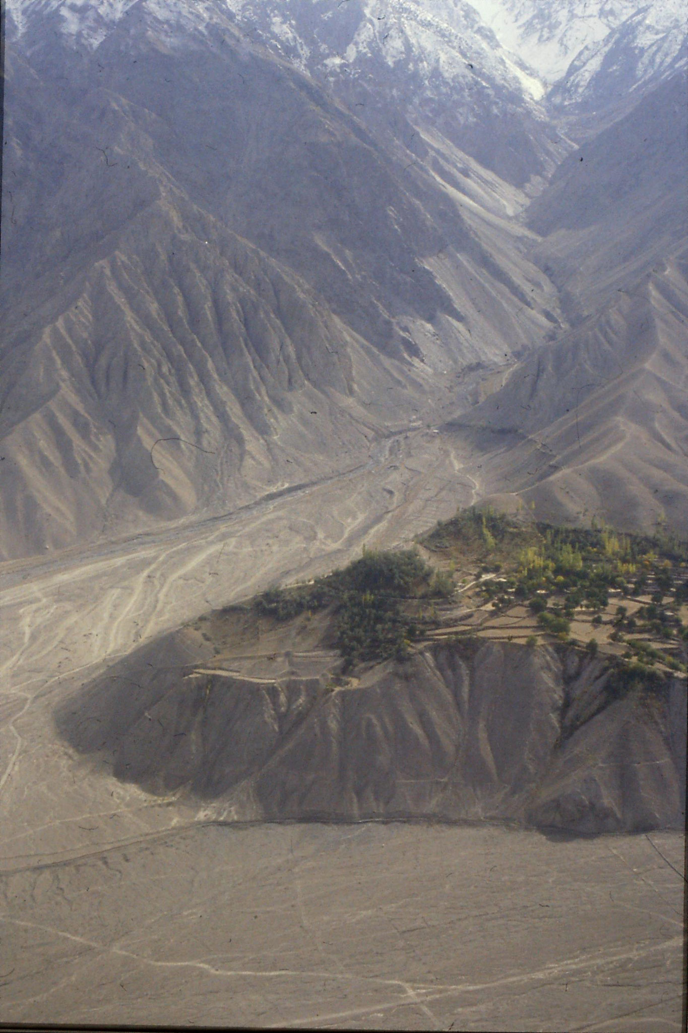 22/10/1989: 14: from plane, south from Skardu Shyok river