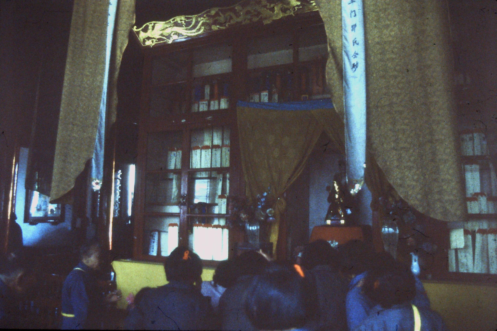 27/3/1989: 33: Hangzhou Ling Si temple back of 3rd Hall memorial of the dead