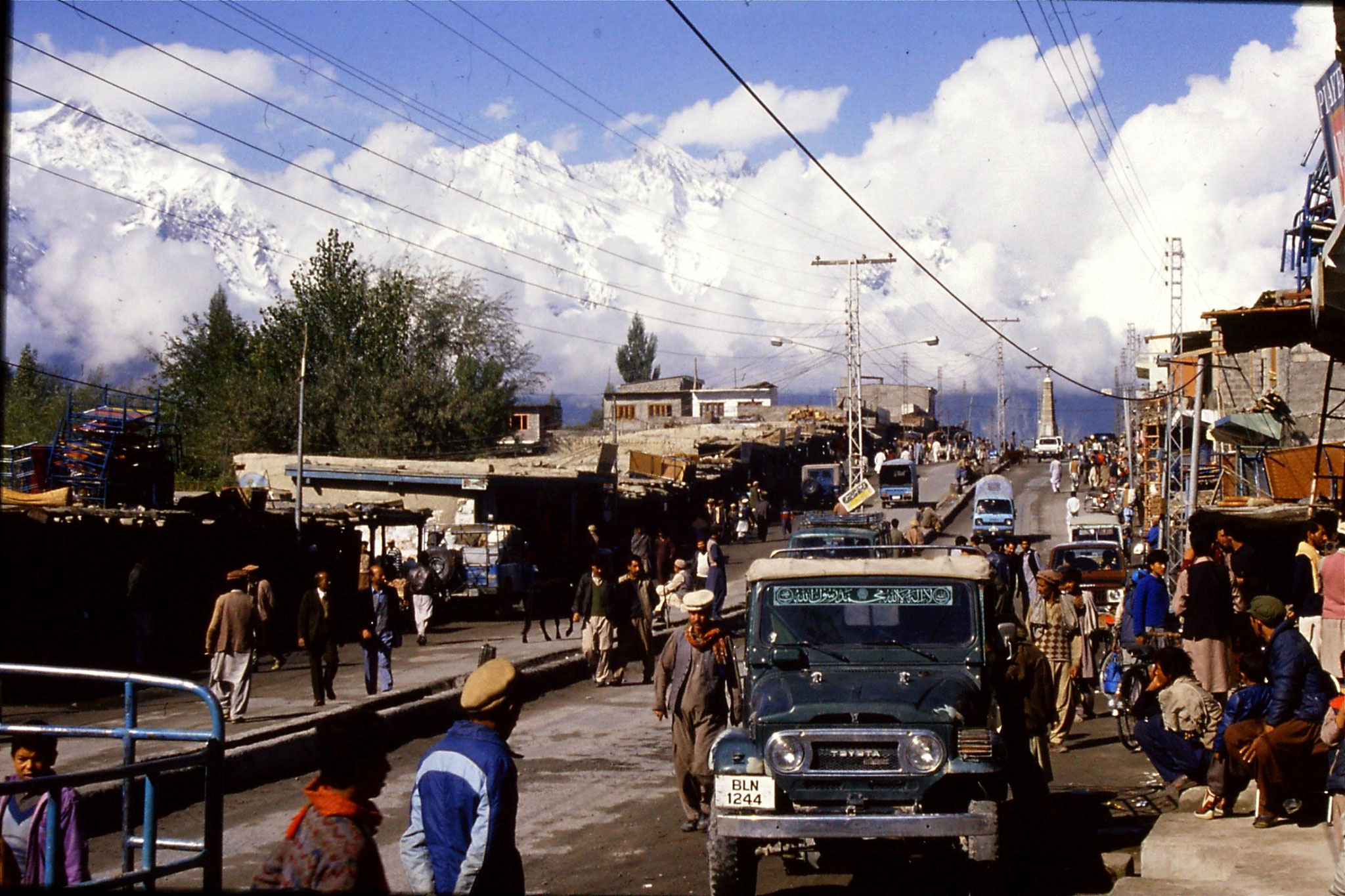 13/10/1989: 15: Skardu, main street looking west