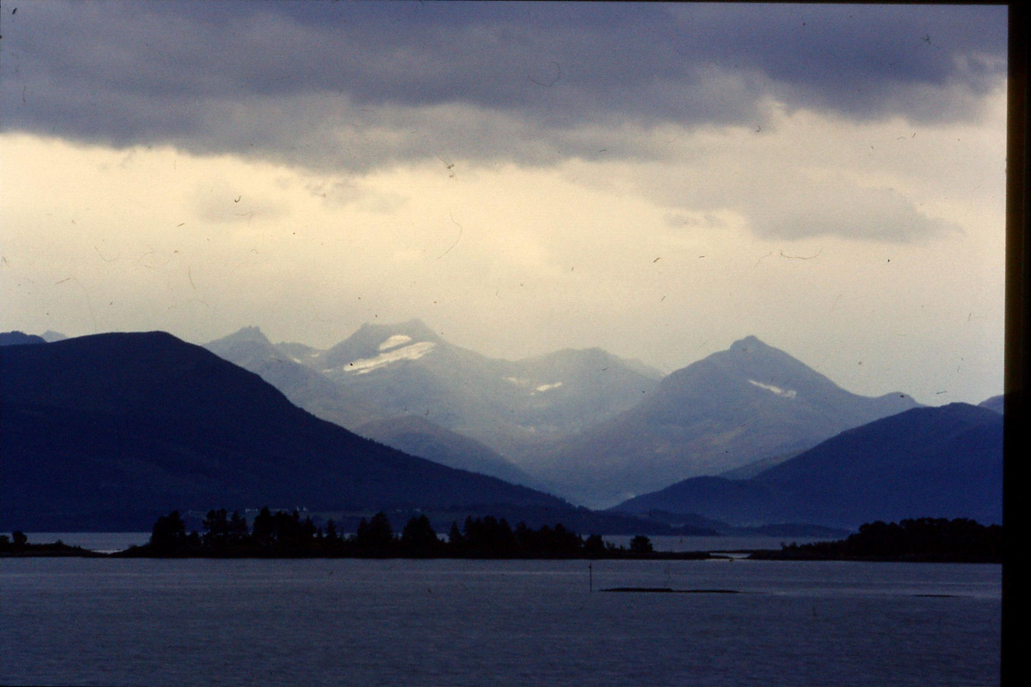22/9/1988: 15: scenery Molde harbour