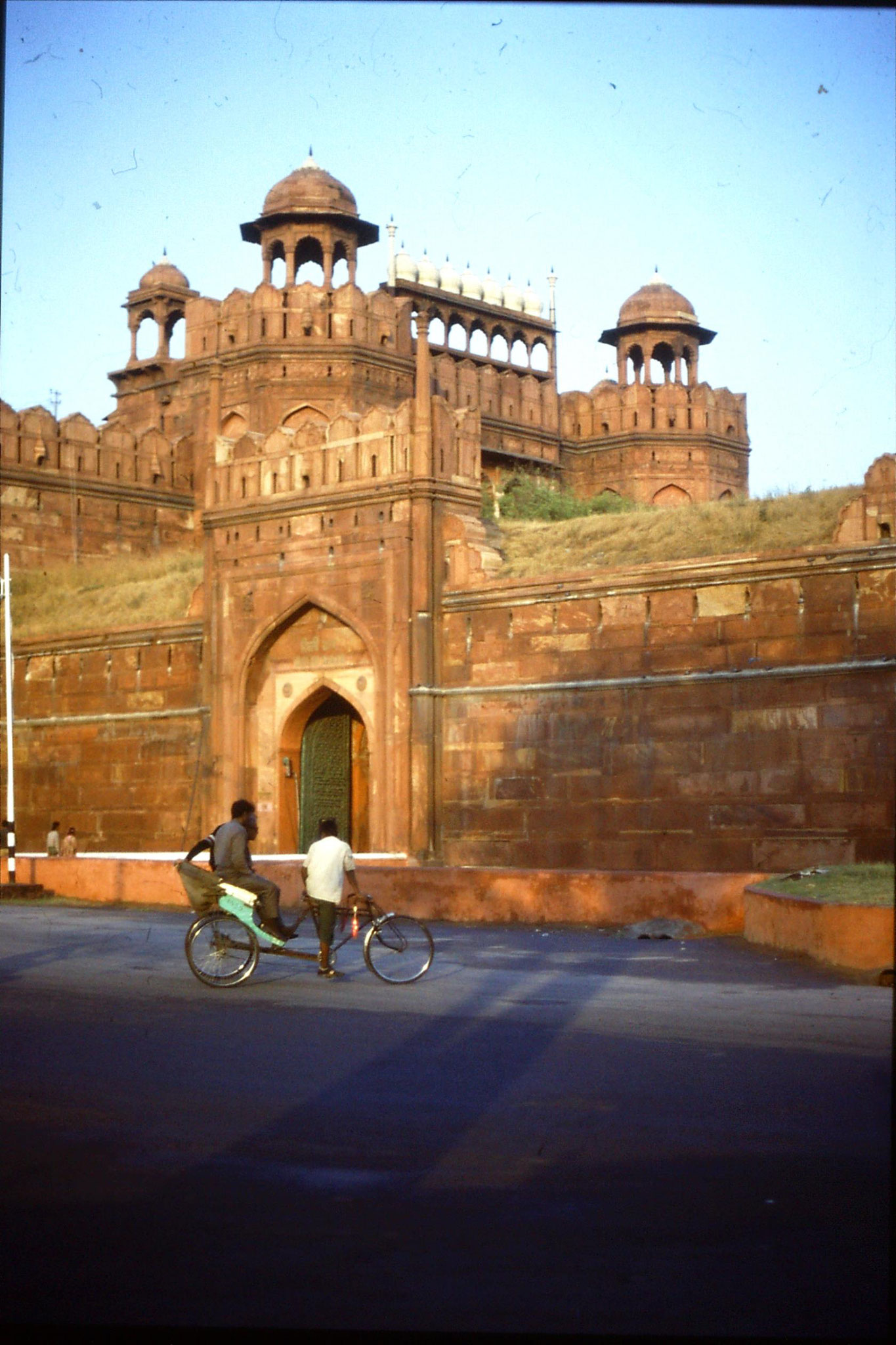 24/11/1989: 26: Delhi Red Fort gate