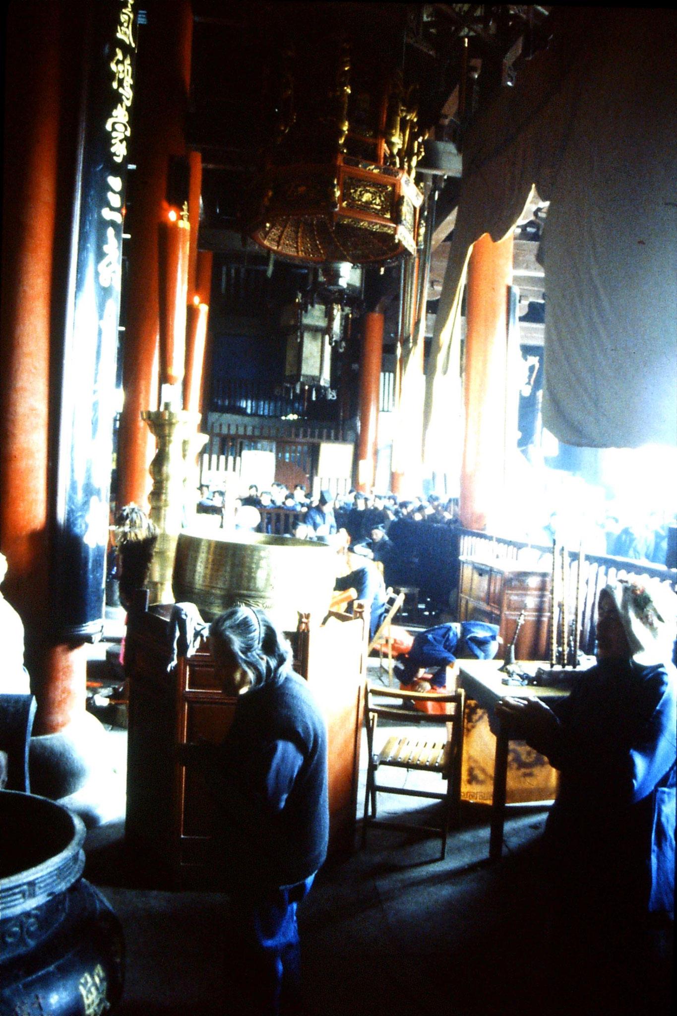 22/3/1989: 1: Suzhou: inside Wuanmiao Si temple