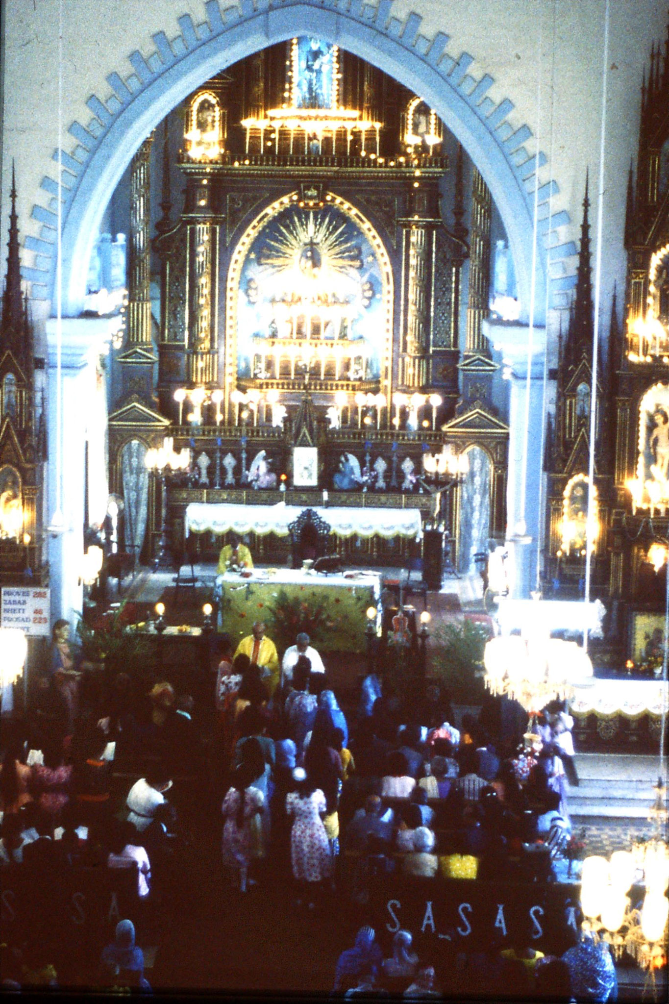 31/12/1989: 11: Siolim church and 10.30 mass
