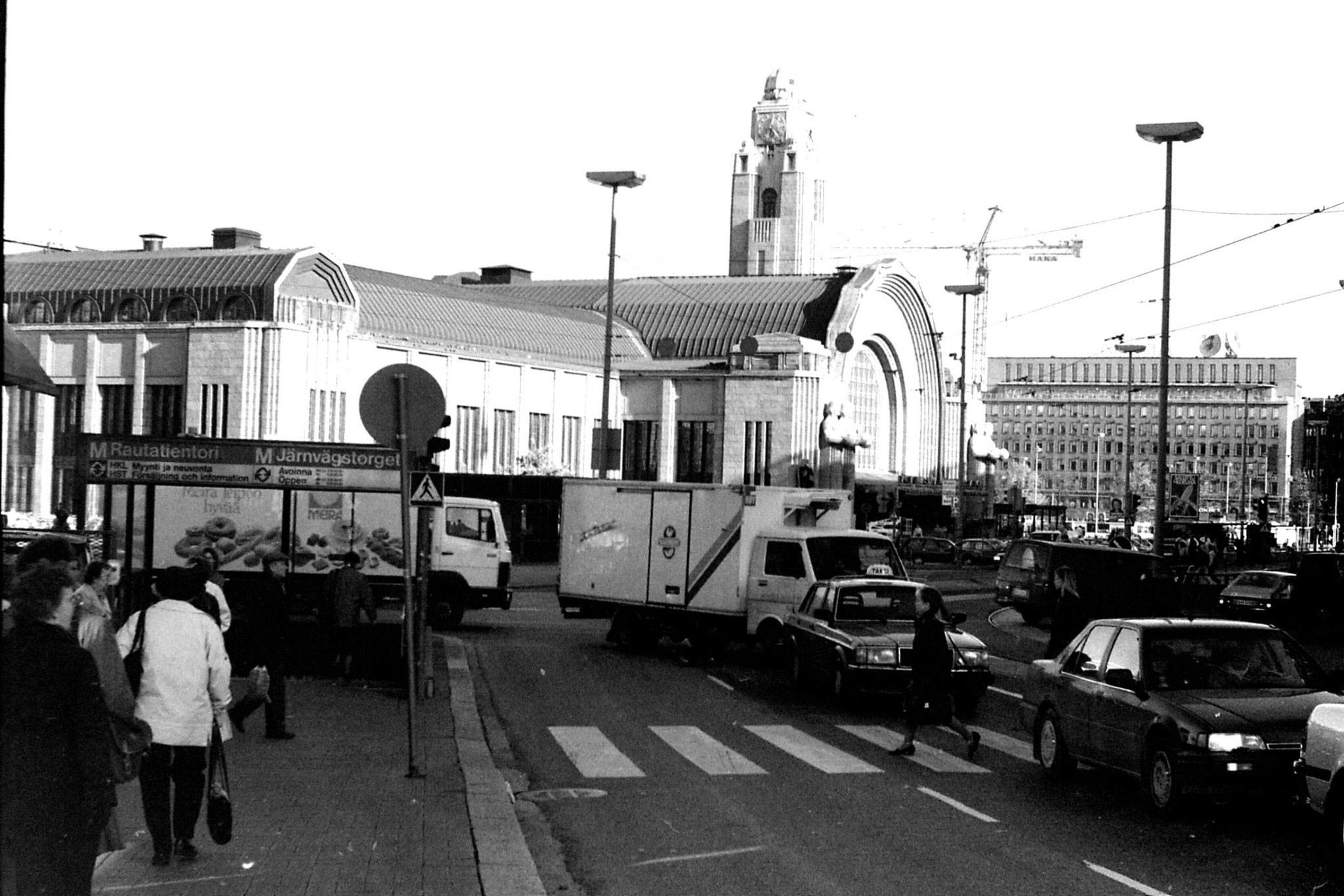 13/10/1988: 4: Helsinki train station
